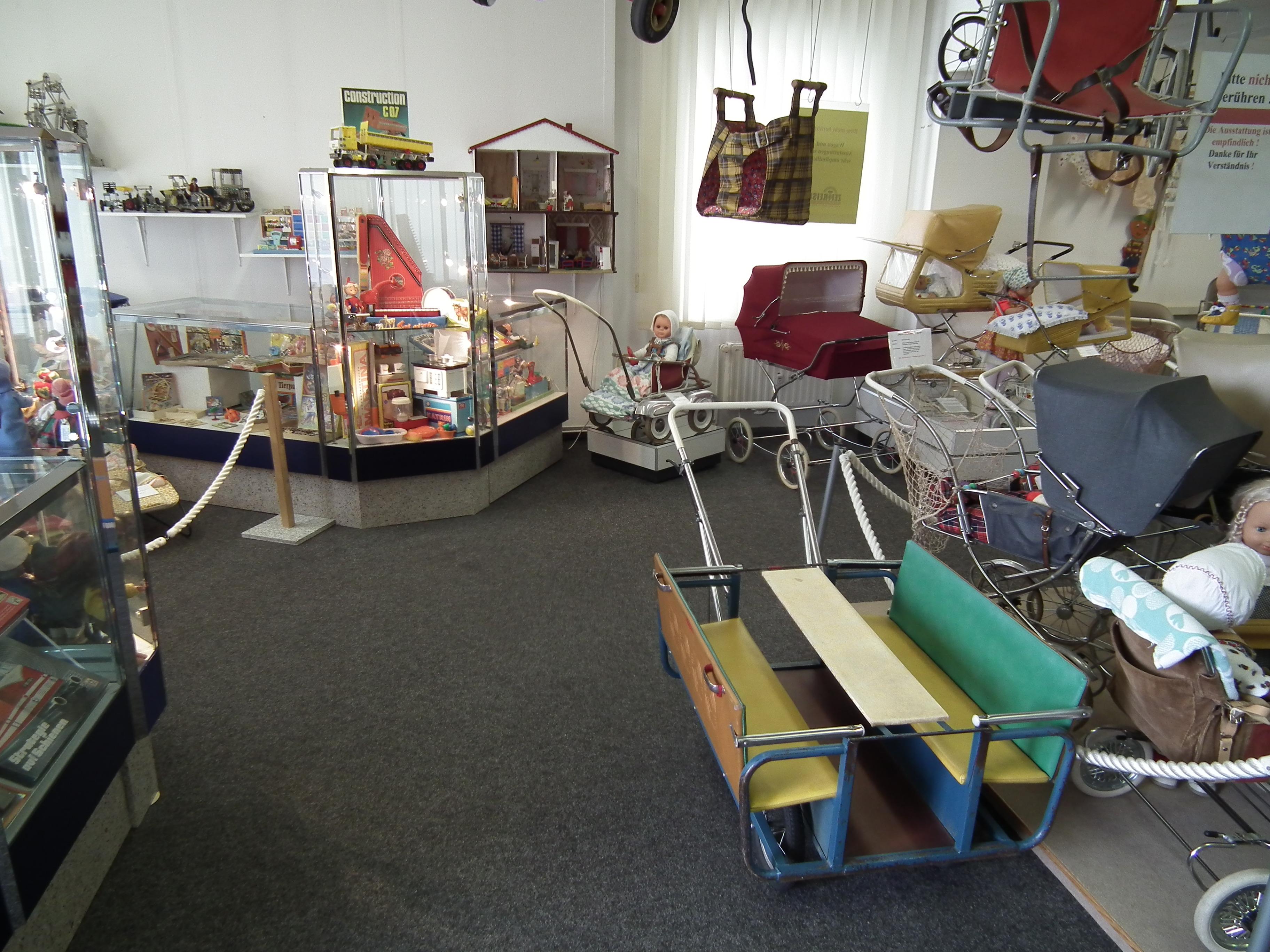 DDR-Museum Zeitreise in Radebeul, Kinderwagen und Spielzeug