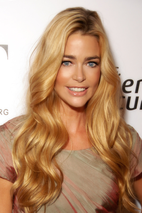 The 47-year old daughter of father Irving Richards and mother Joni Richards, 168 cm tall Denise Richards in 2018 photo