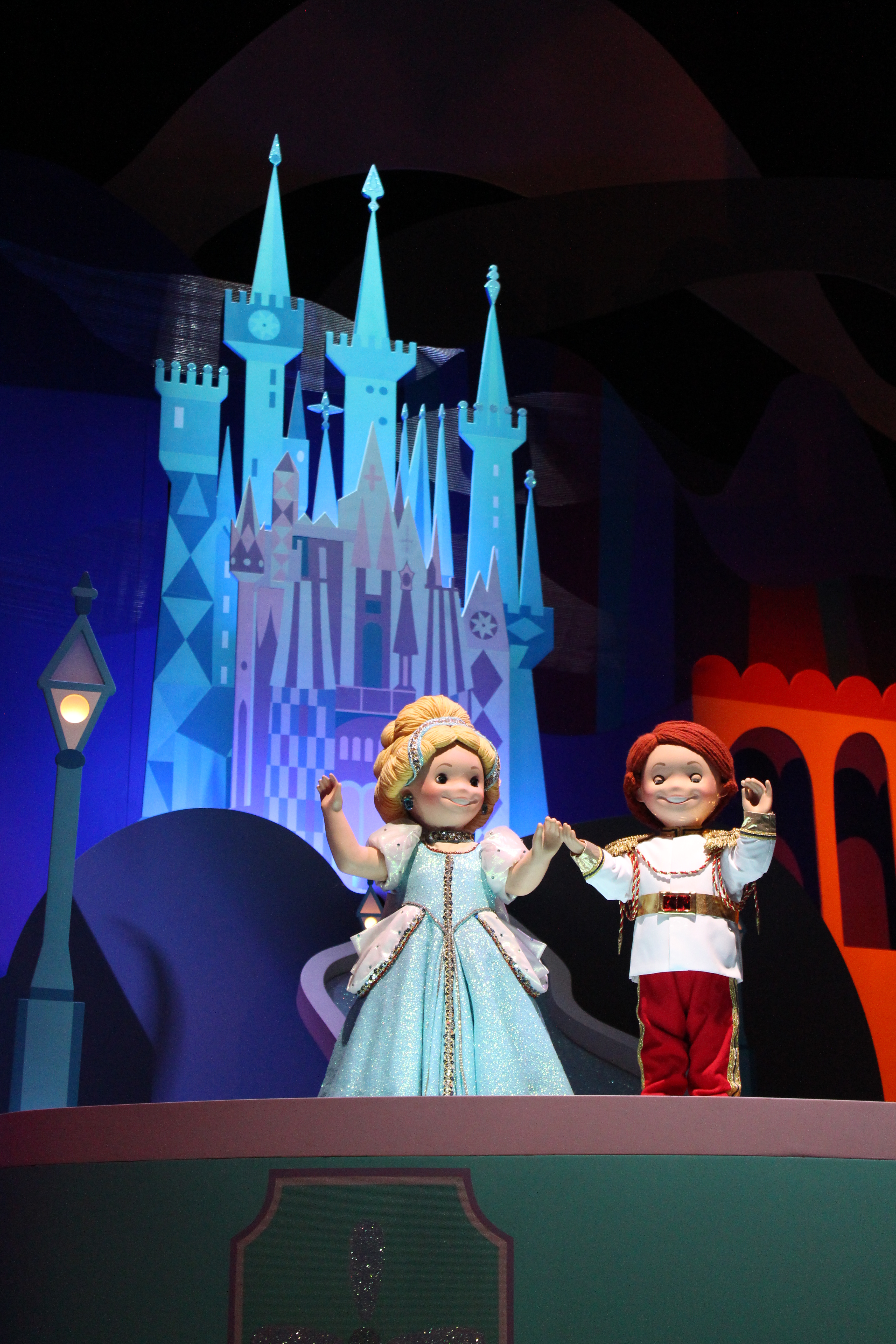 File Hk Disneyland Hotel Room 陽台 Balcony Glass Door 椅子: It's A Small World IMG 5422