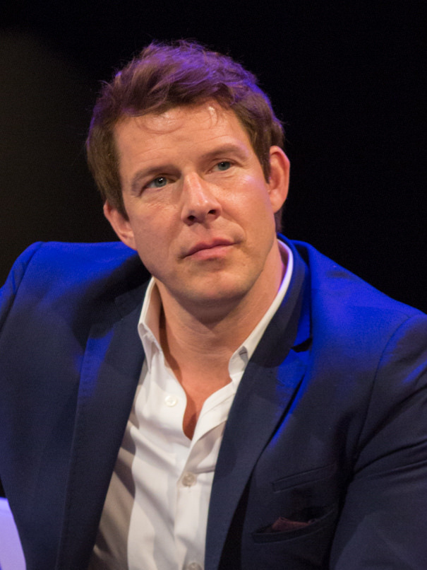The 47-year old son of father Craig Mabius and mother Elizabeth Mabius Eric Mabius in 2018 photo. Eric Mabius earned a  million dollar salary - leaving the net worth at 3 million in 2018