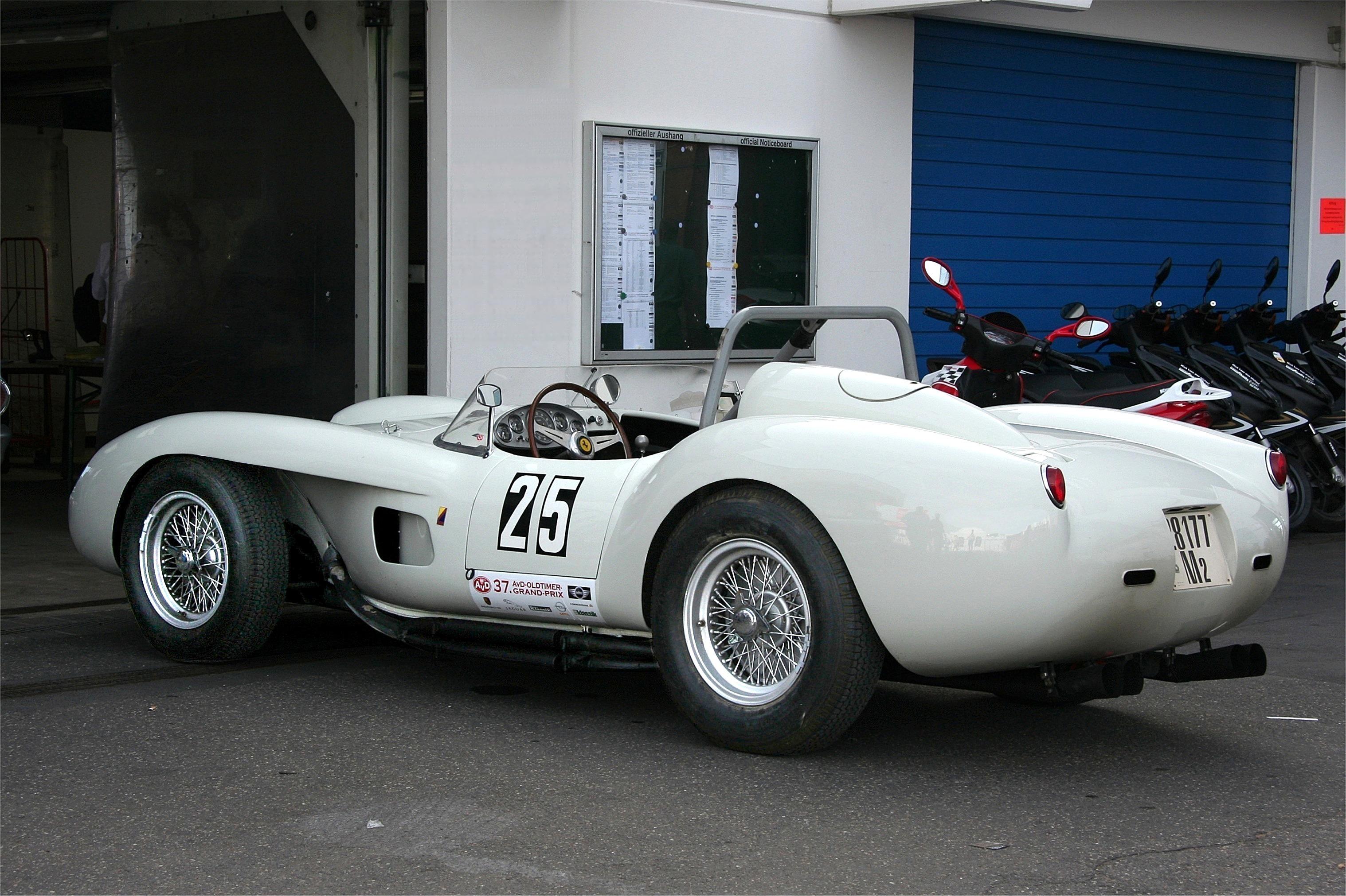 Ferrari_250_Testa_Rossa,_Bj._1958_(2009-08-07).jpg