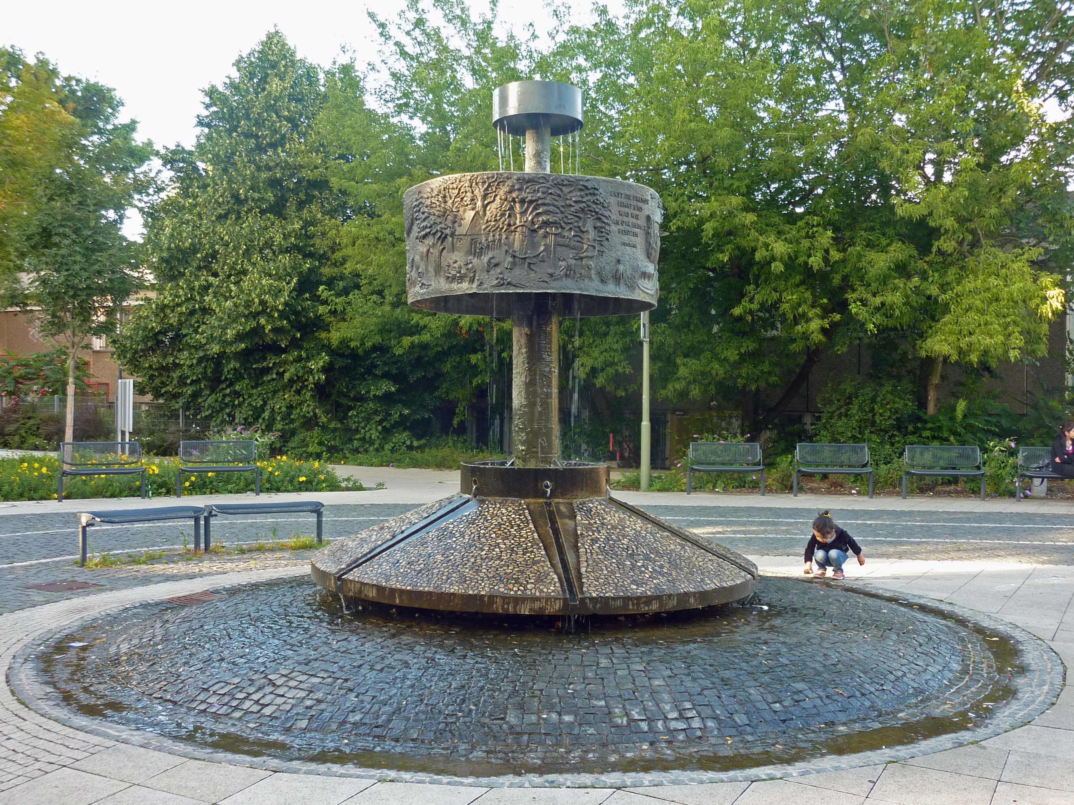 Fontane Brunnen.Datei Fontanebrunnen Berlin Friedrichsfelde 478 584 Jpg