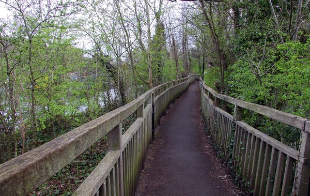 File:Footpath from the weir to Iffley Lock - geograph.org.uk - 1253474.jpg