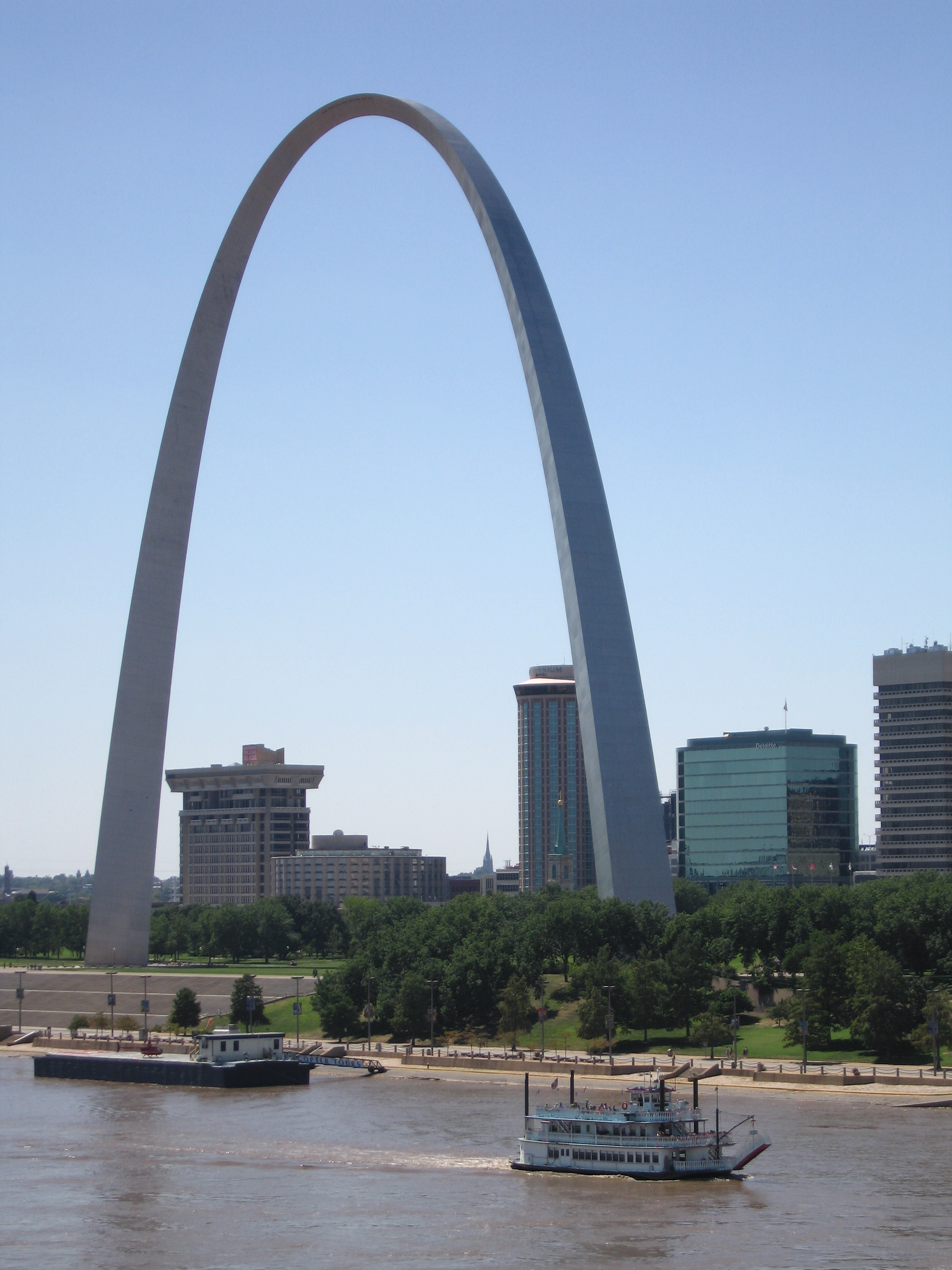 describe of the gateway arch The museum of westward expansion is part of the gateway arch national park, which also includes the gateway arch and the old courthouse national historic site.