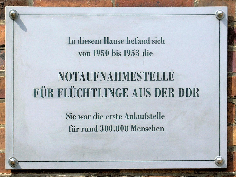 Datei Gedenktafel Kuno Fischer Str 8 Notaufnahmestelle Ddr