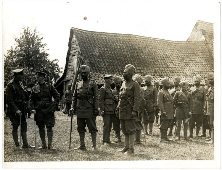 File:Group of British and Indian officers, 15th Sikhs (Photo 24-76).jpg