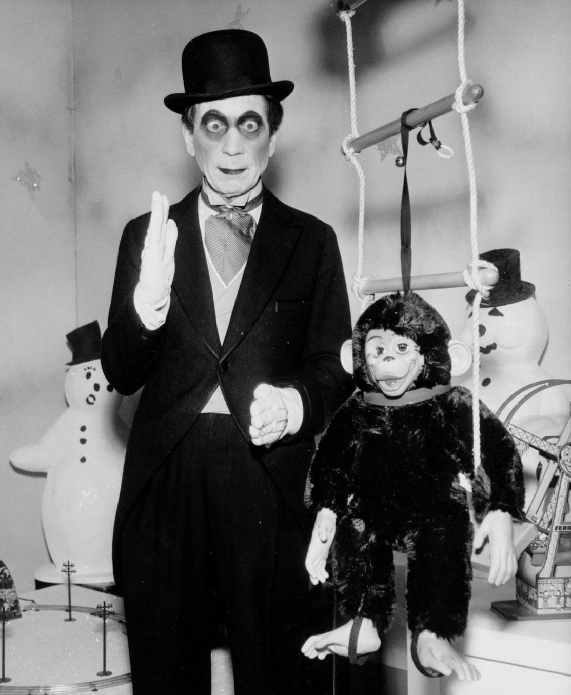 File:Harpo Marx Silent Panic DuPont Show 1960.JPG