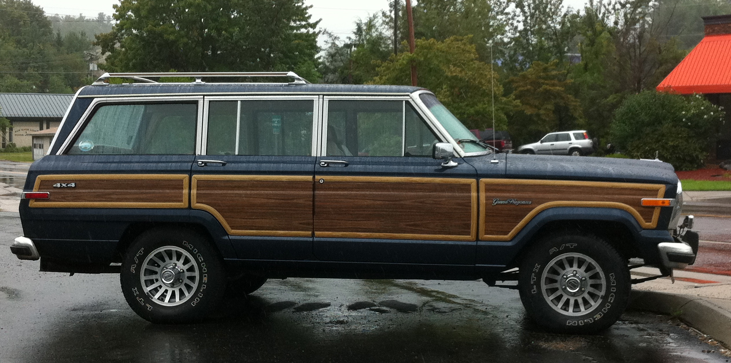 Description Jeep Grand Wagoneer blue wet Boone-s.jpg