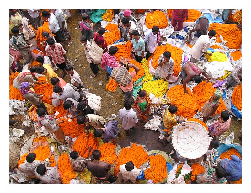 A road-side area where many people are involved in buying and selling of flower garlands