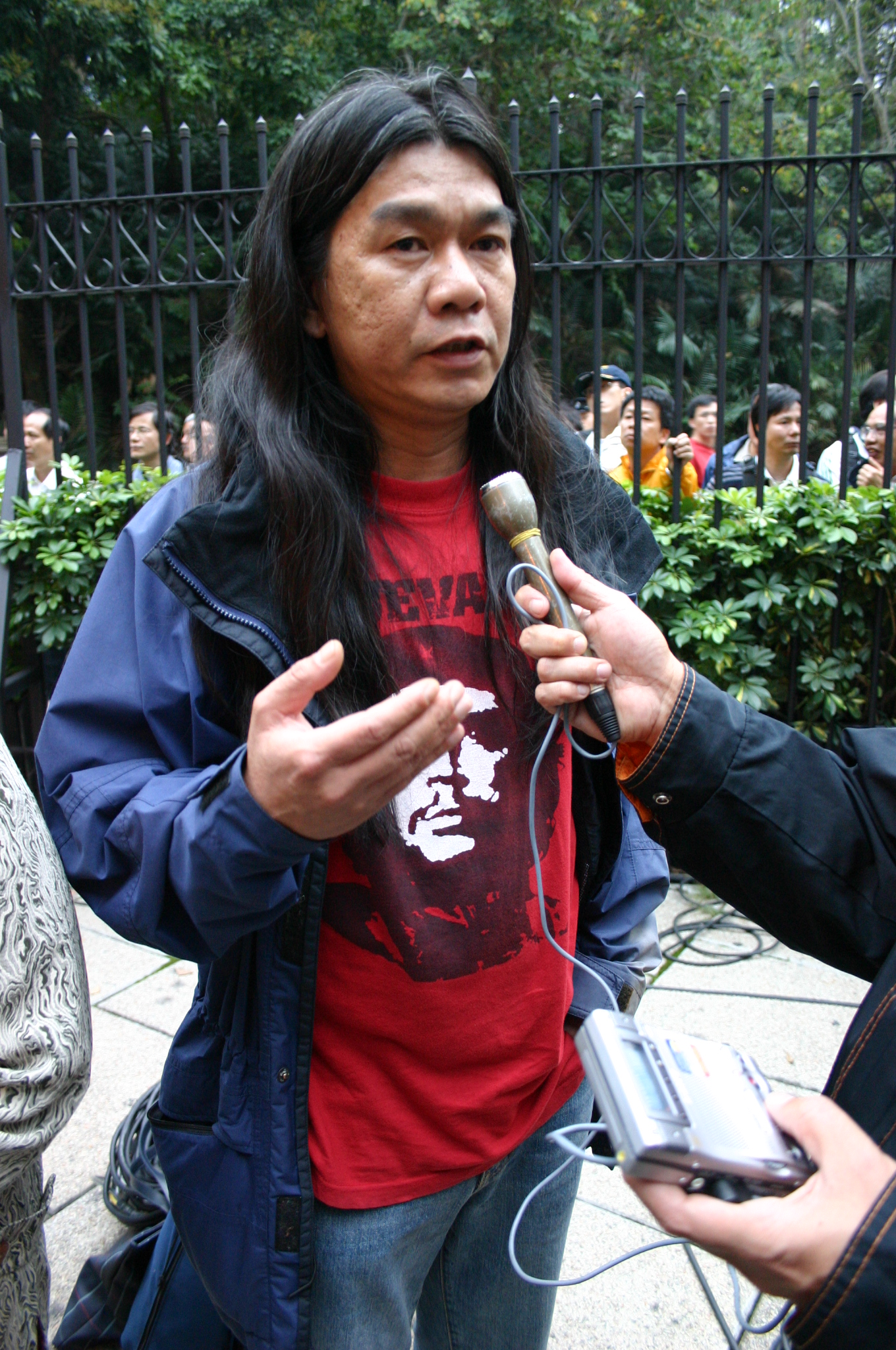 El disidente chino Leung Kwok-hung con su clásica camiseta del CheGuevara.