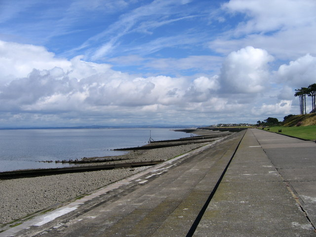Looking up the coast from Silloth - geograph.org.uk - 372907