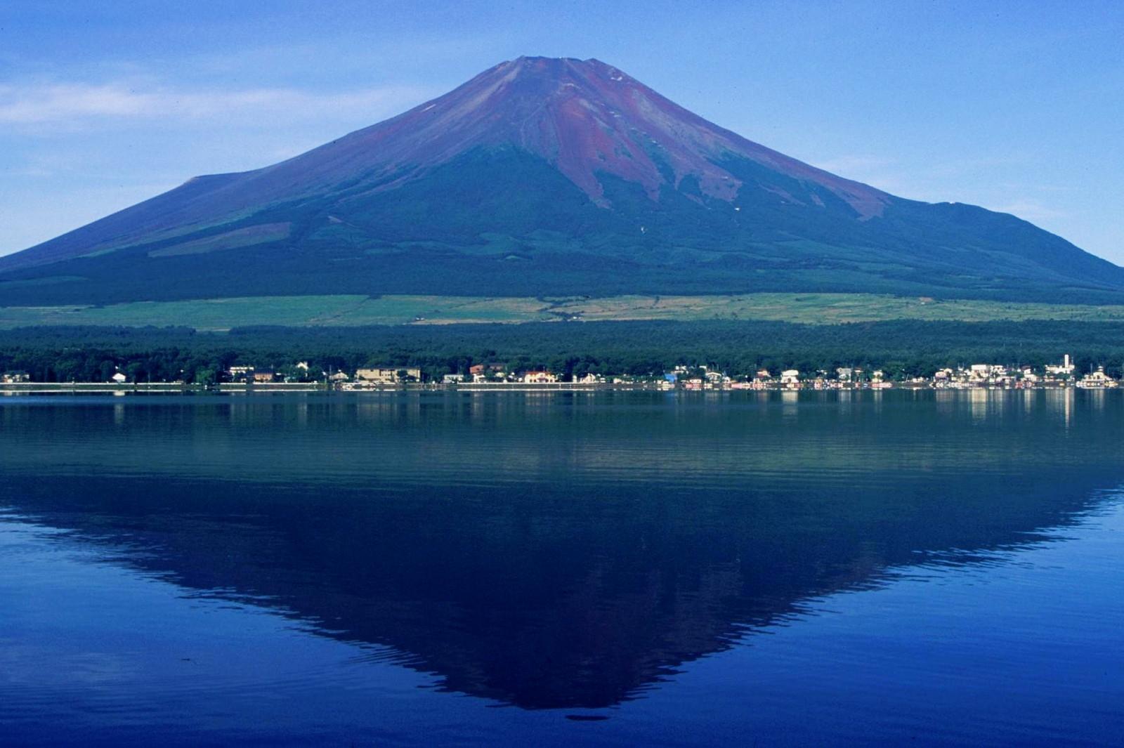 ファイル:Mount Fuji from Lake Yamanaka 1995-7-30.jpg - Wikipedia