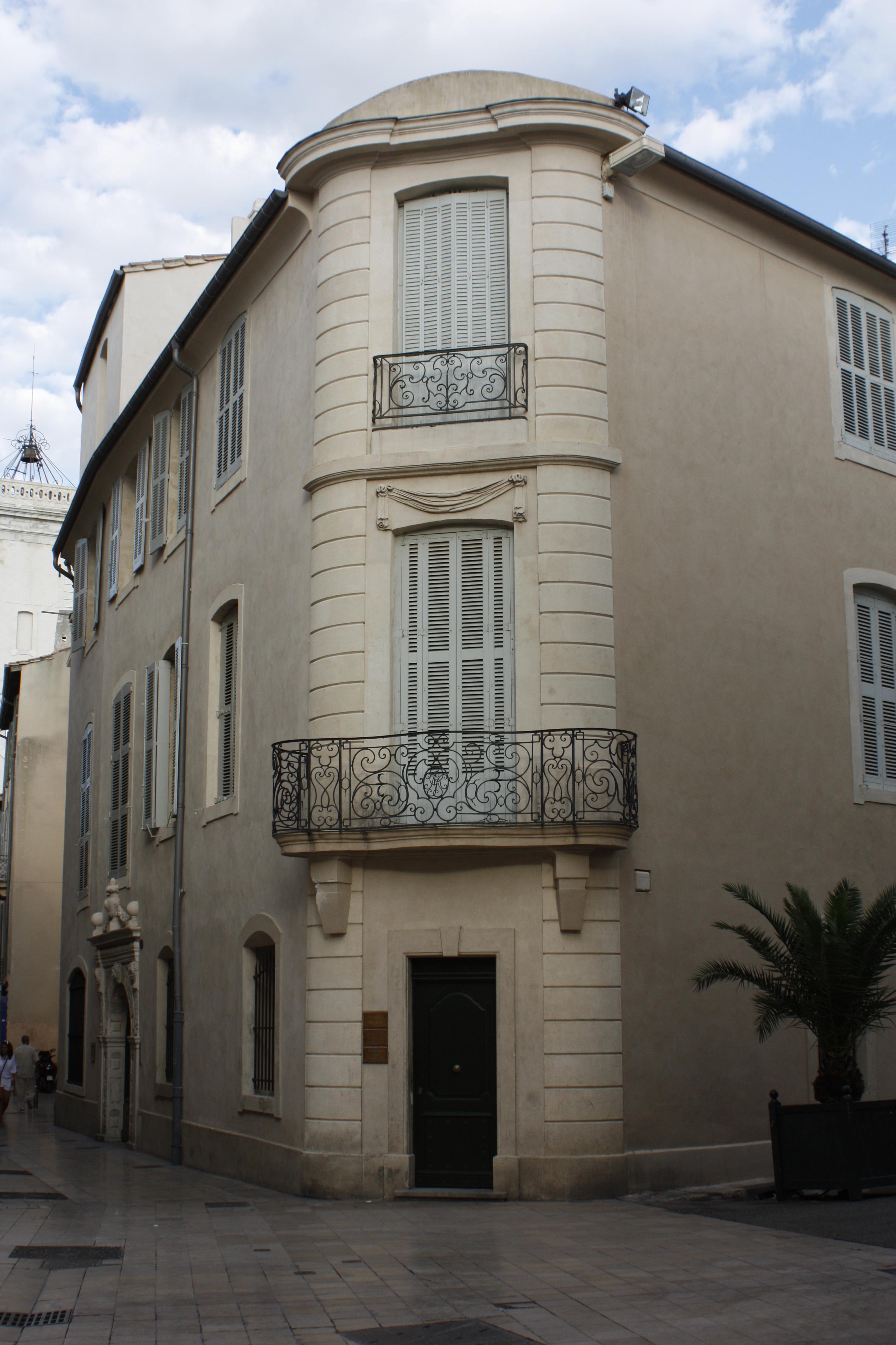 FileNîmesHôtel BesseriéBalcons en fer forgéjpg  Wikimedia Commons -> Pose Télé En Fer Forgé