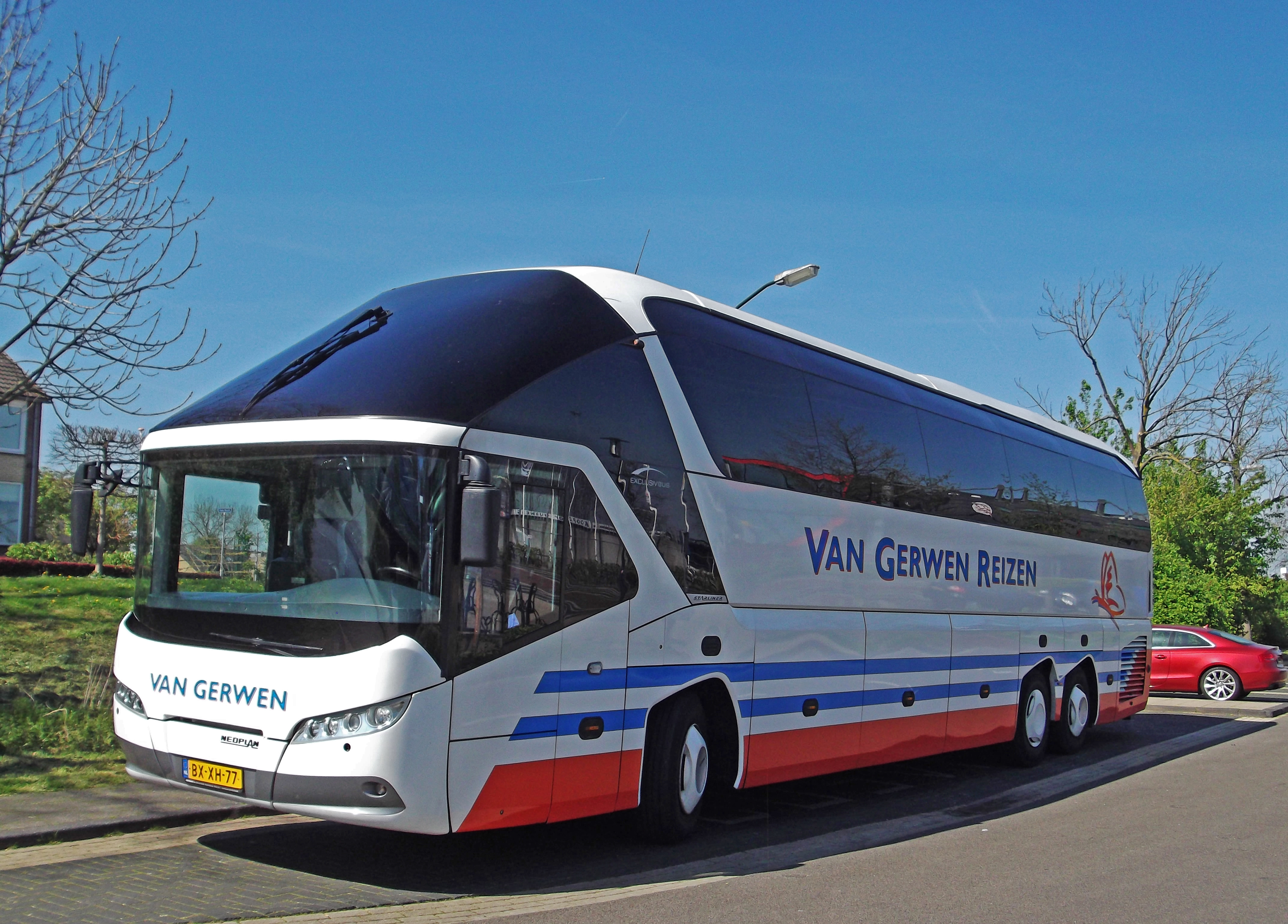 file:neoplan p12 starliner (13966761512) - wikimedia commons
