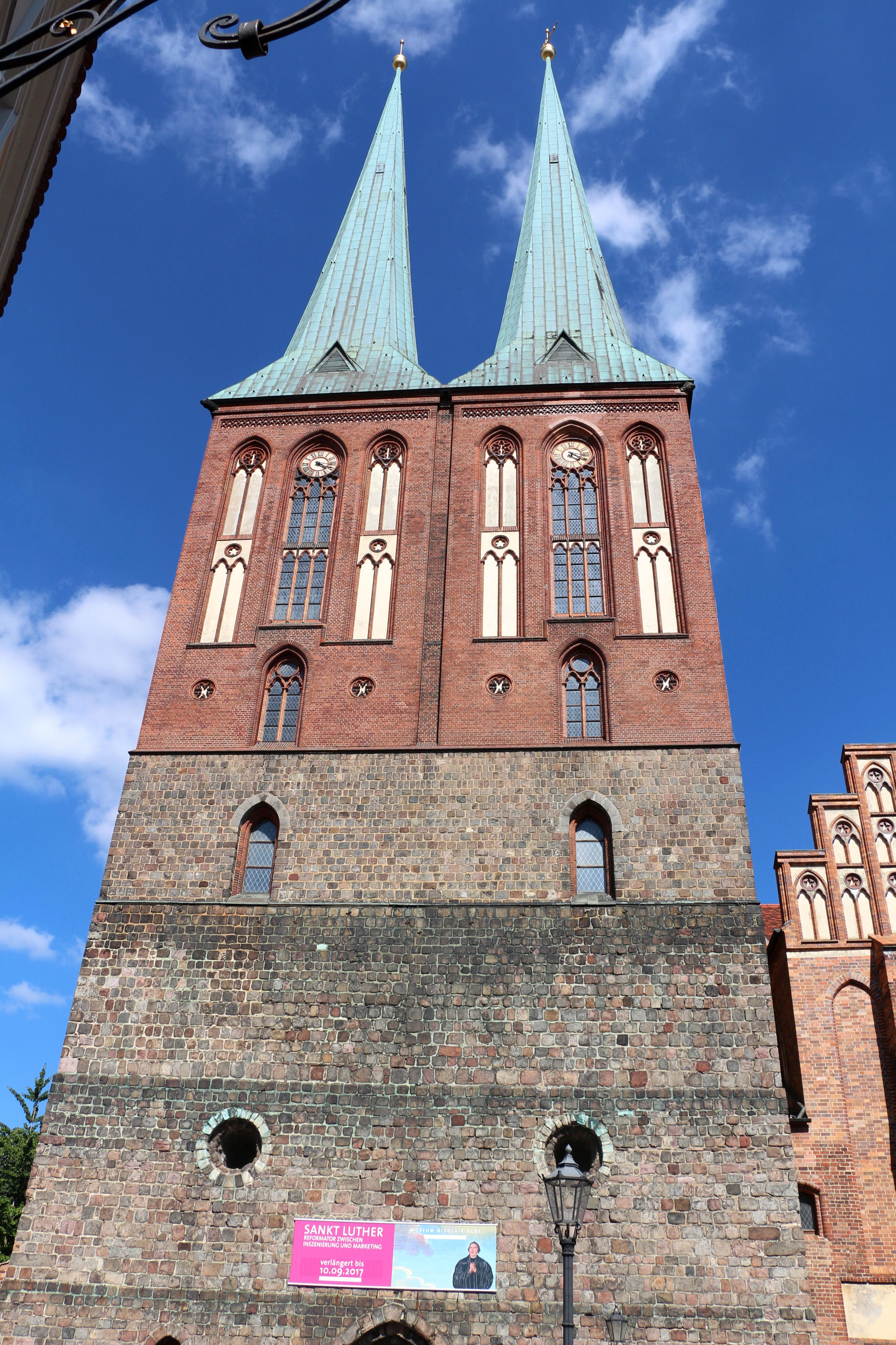 Nikolaikirche Berlin Lutherjahr.jpg