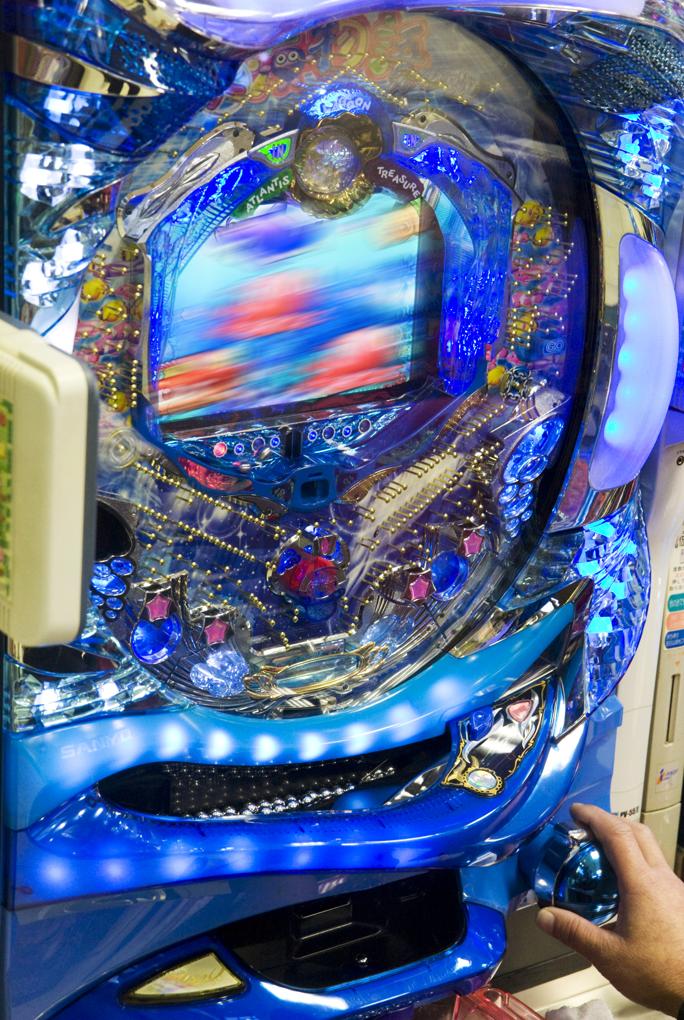 http://upload.wikimedia.org/wikipedia/commons/7/70/Pachinko_machine,_Tokyo_(screen_blurred).jpg