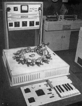 The Phonogene, a 1940s instrument which plays back sounds from tape loops Phonogene.jpg