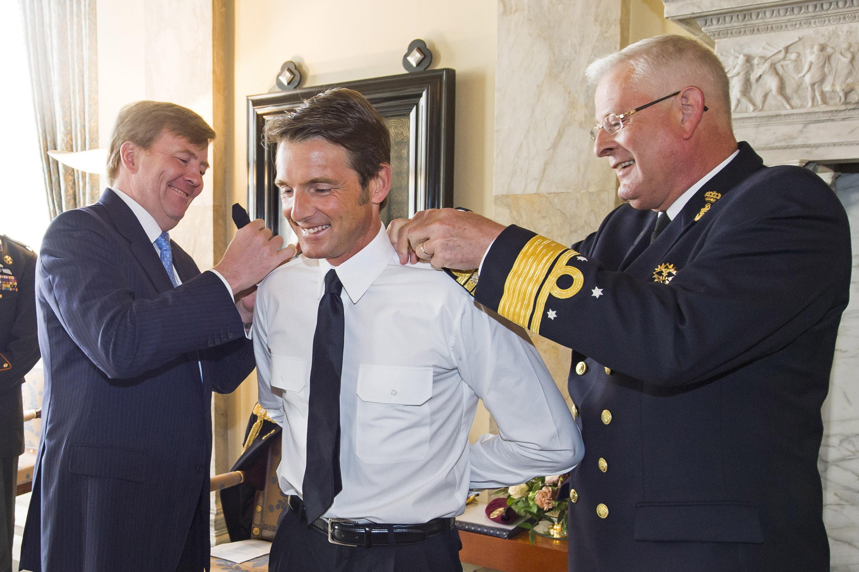 Bestand:Prins Maurits Wordt Bevorderd Door Koning Willem