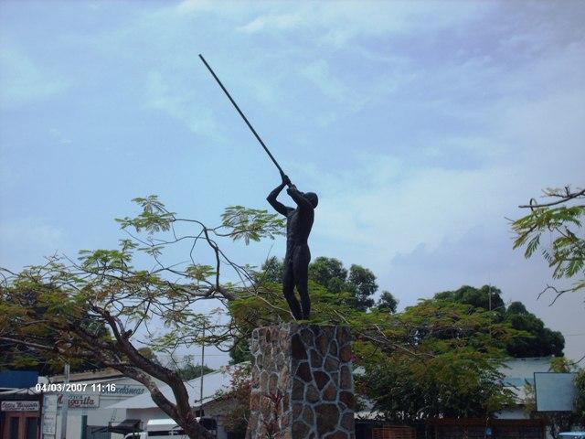 https://upload.wikimedia.org/wikipedia/commons/7/70/Redoma_El_Indio._Puerto_Ayacucho%2C_estado_Amazonas._Venezuela_02.jpg