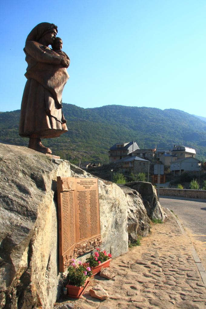 Monumento a las víctimas de la catástrofe de Ribadelago.