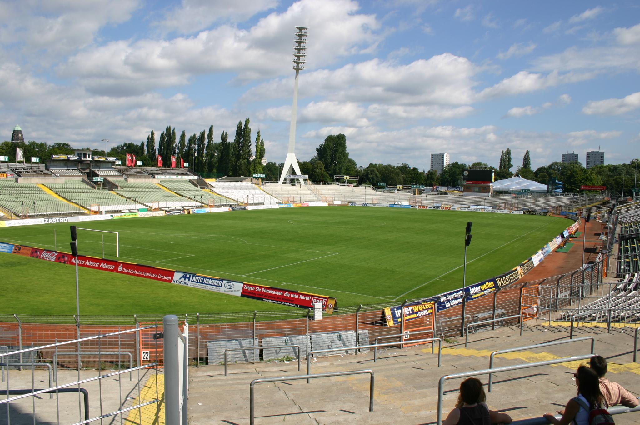 File:Rudolf-Harbig-Stadion1.jpg - Wikimedia Commons