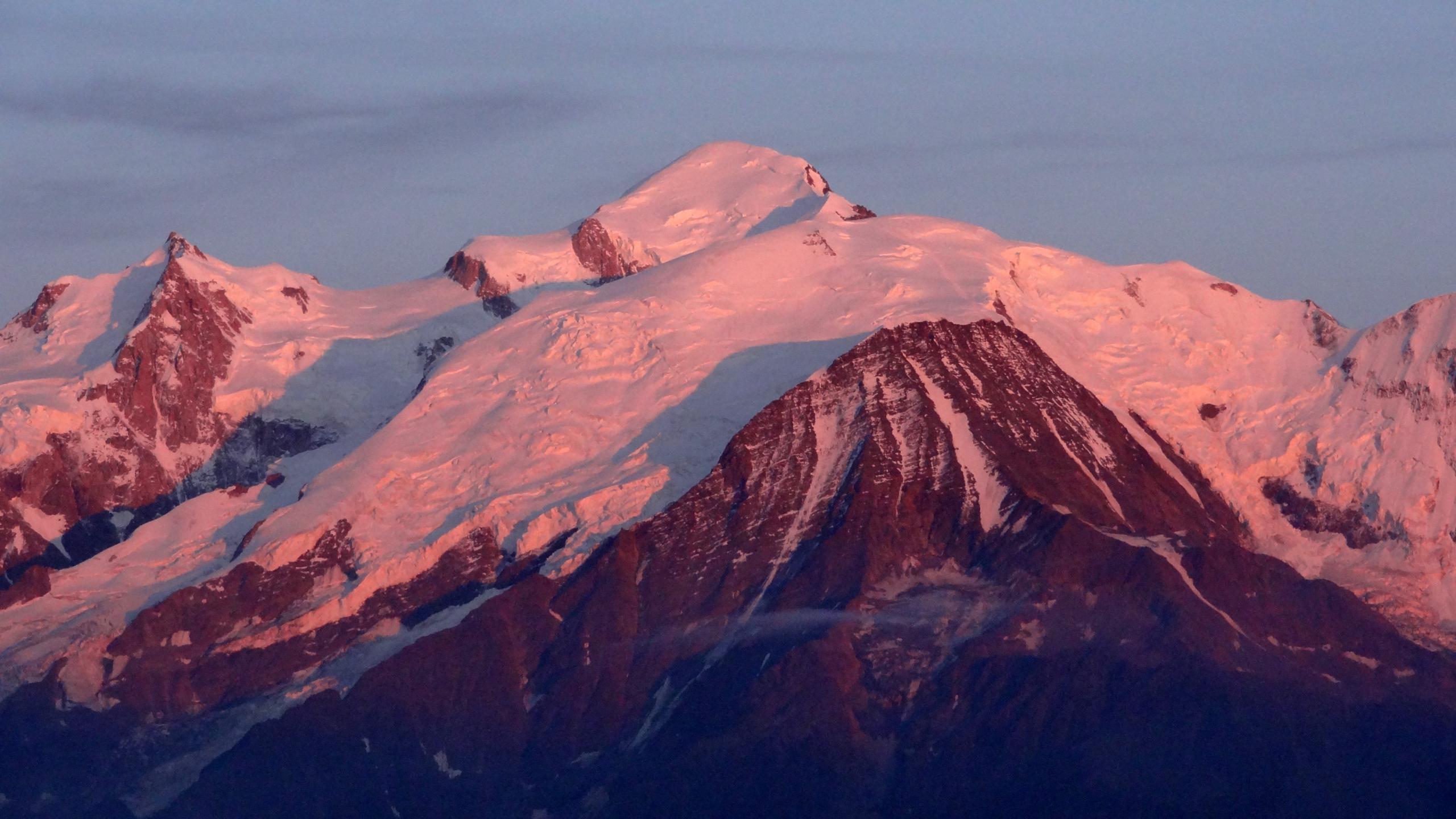Filesommet Du Mont Blanc Sous La Lumière Du Soleil Couchant