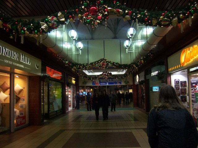 File:Taunton , Indoor Shopping Precinct - geograph.org.uk - 1136467.jpg