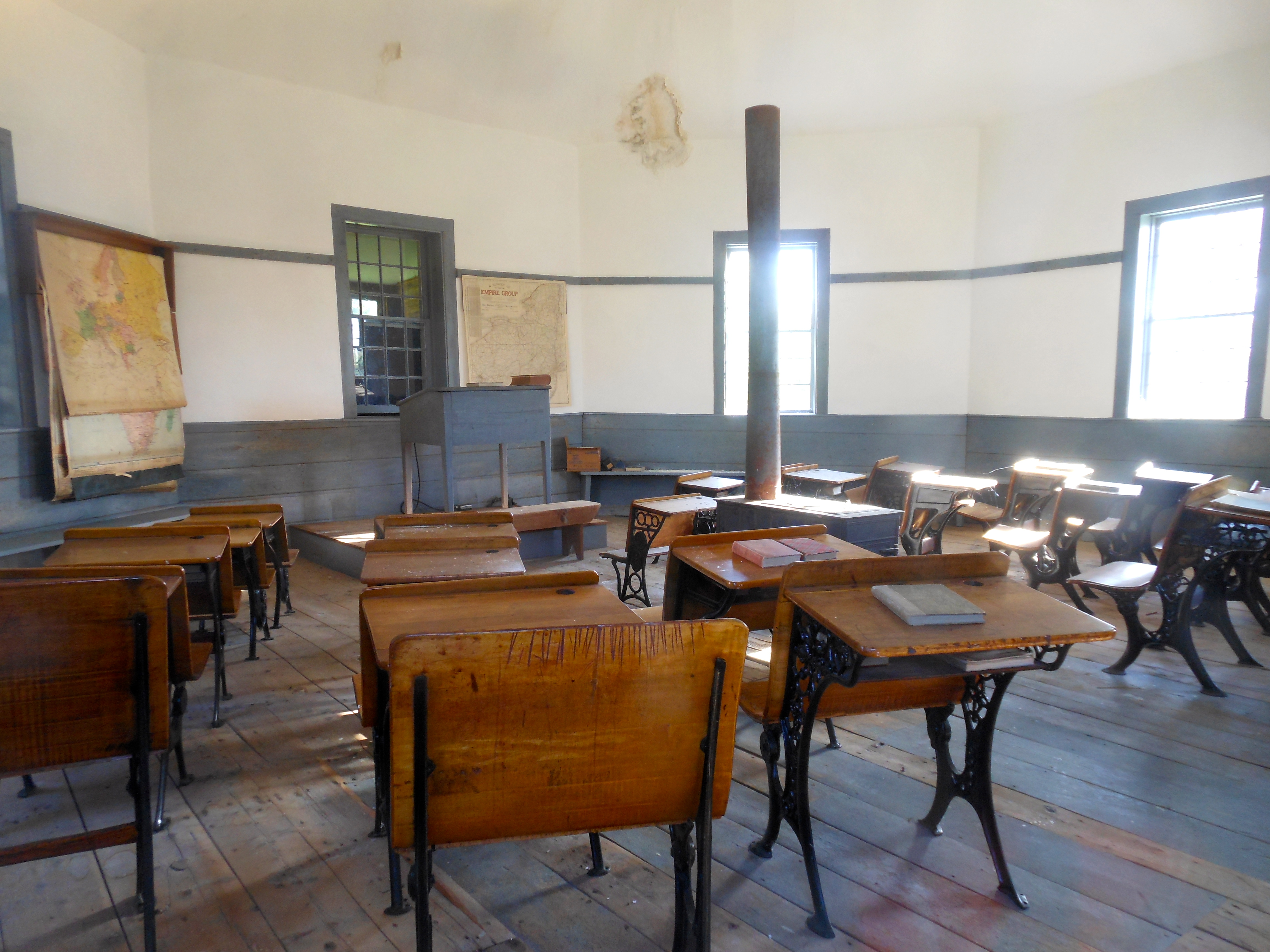 File The One Room Classroom Inside The Octagonal