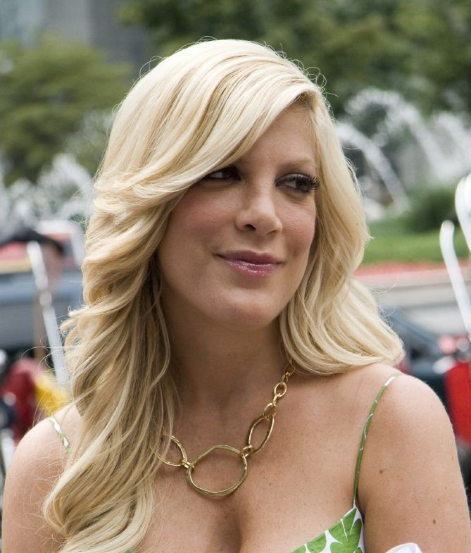 Tori Spelling Nude Breasts: Actress's Love Letter to Dean Before ...