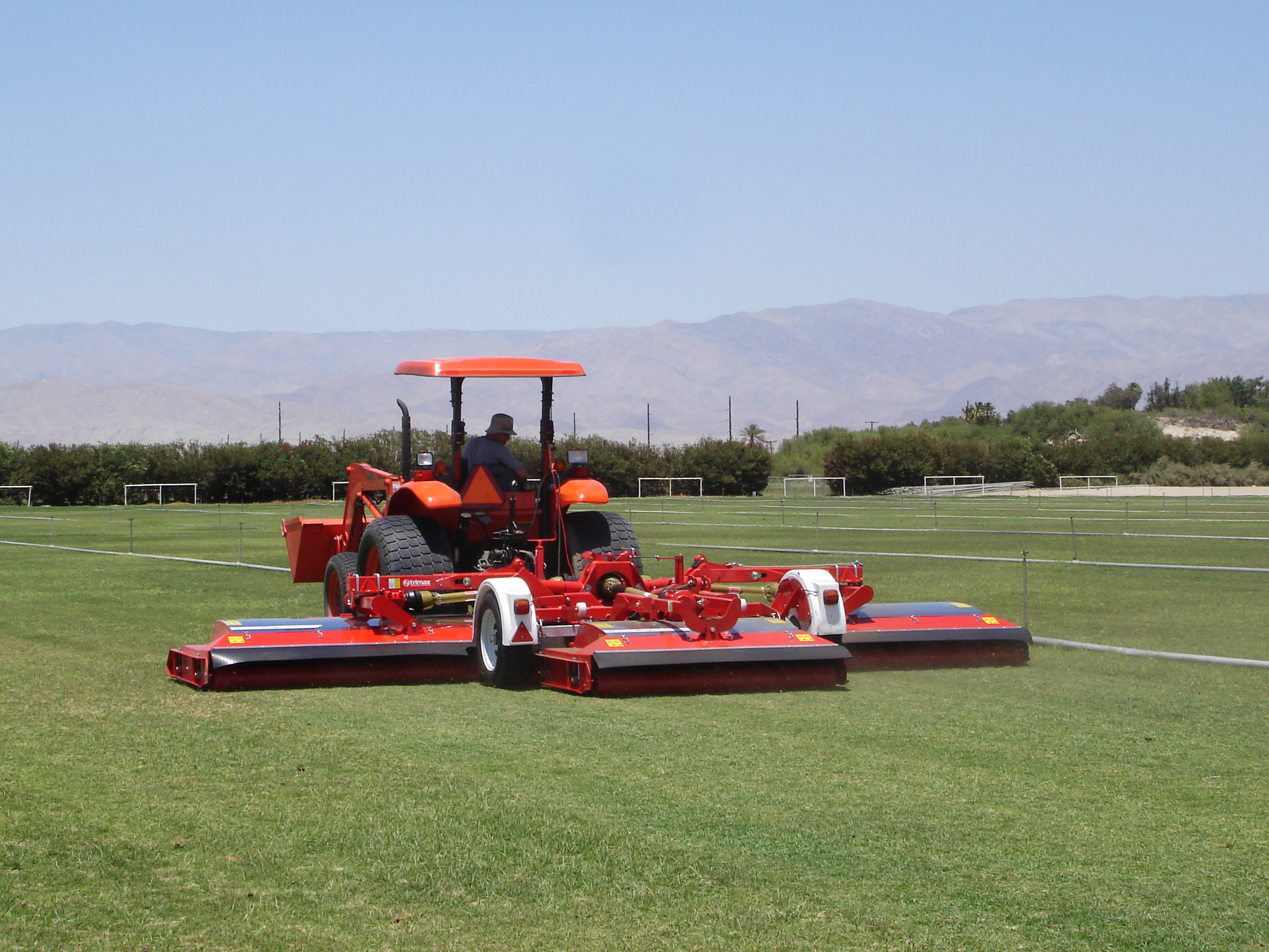 file trimax pegasus sod turf roller wikimedia commons. Black Bedroom Furniture Sets. Home Design Ideas