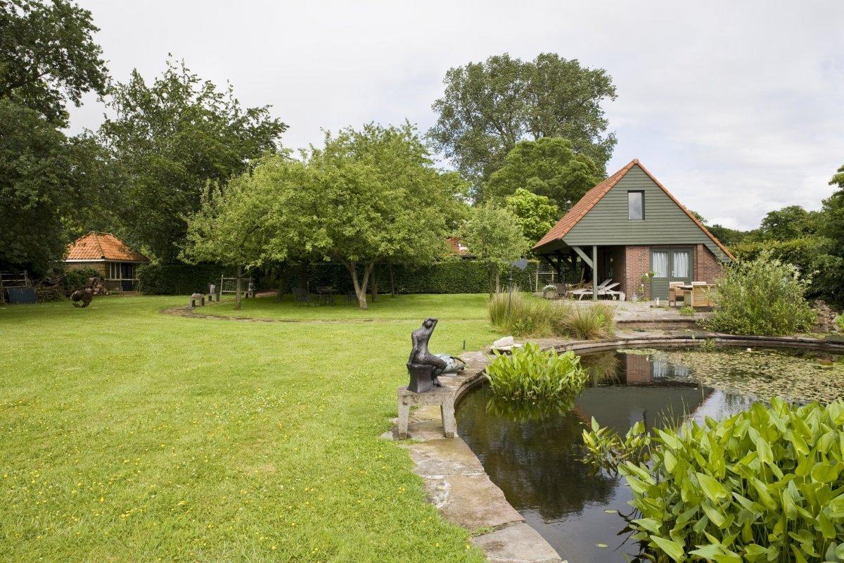 Bestand tweede gedeelte van de tuin met vijver en tot for Tuin en vijver