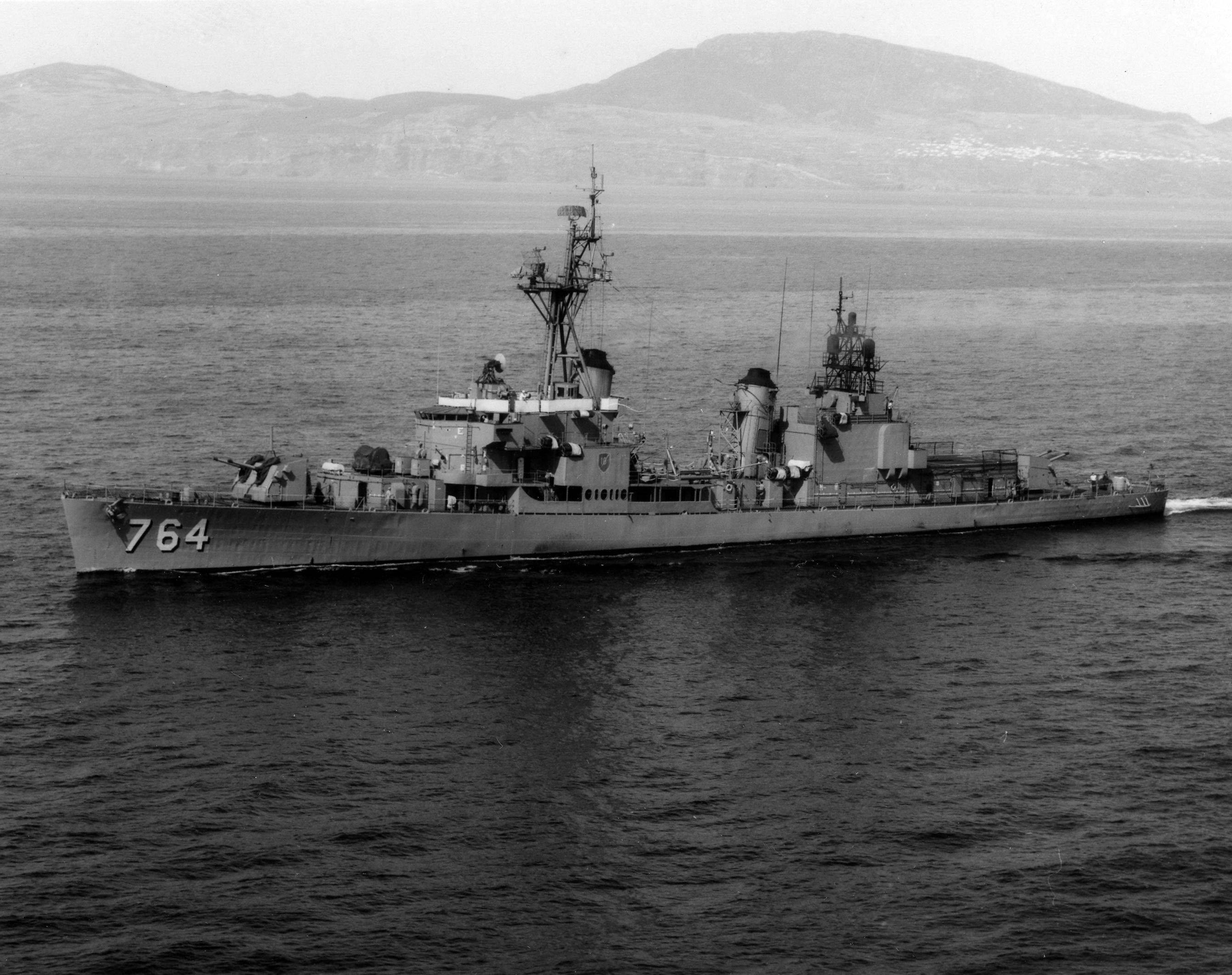 Imágenes numeradas - Página 16 USS_Lloyd_Thomas_%28DD-764%29_at_sea_in_the_1960s