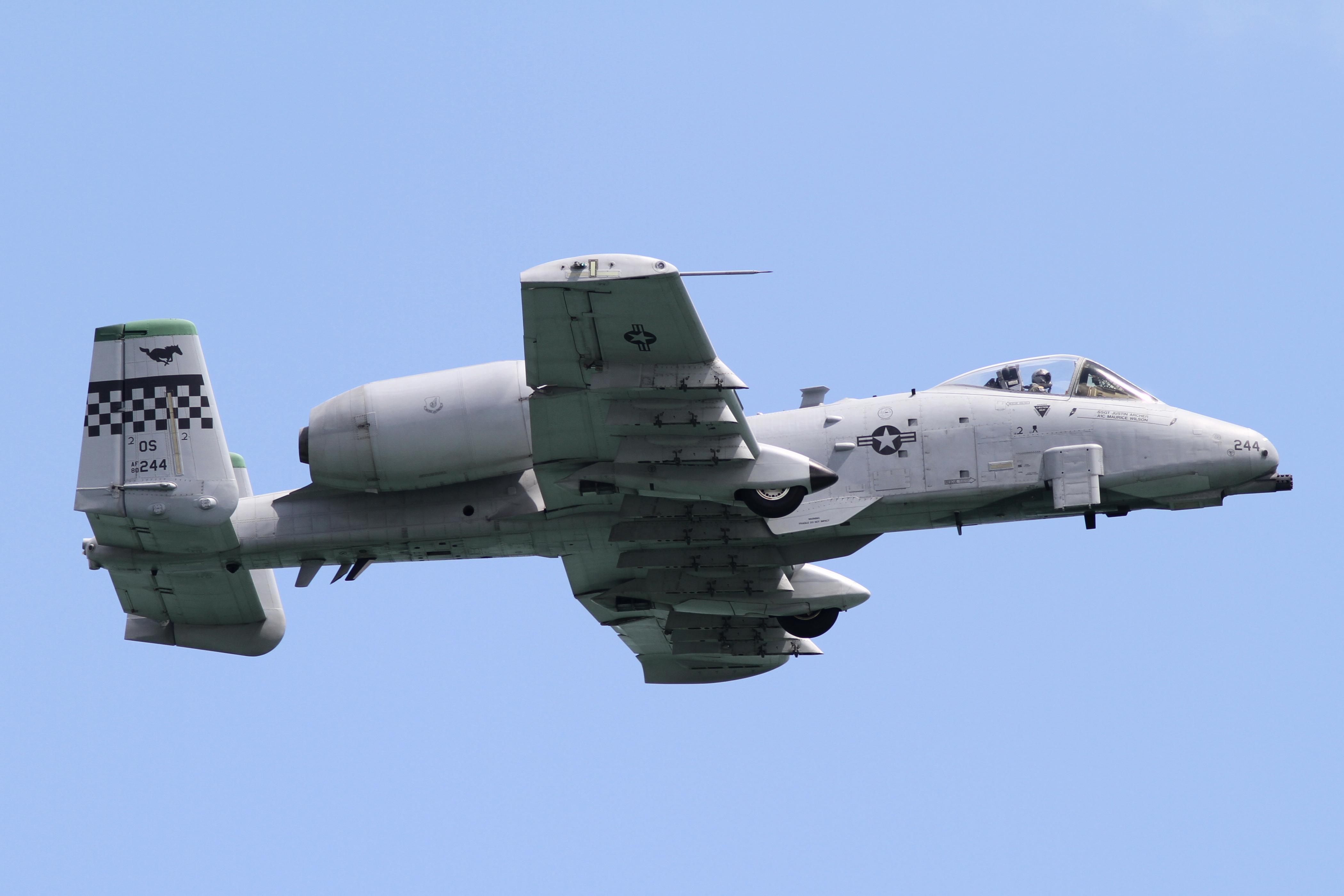 Fairchild Republic A10 Thunderbolt II  Wikipedia