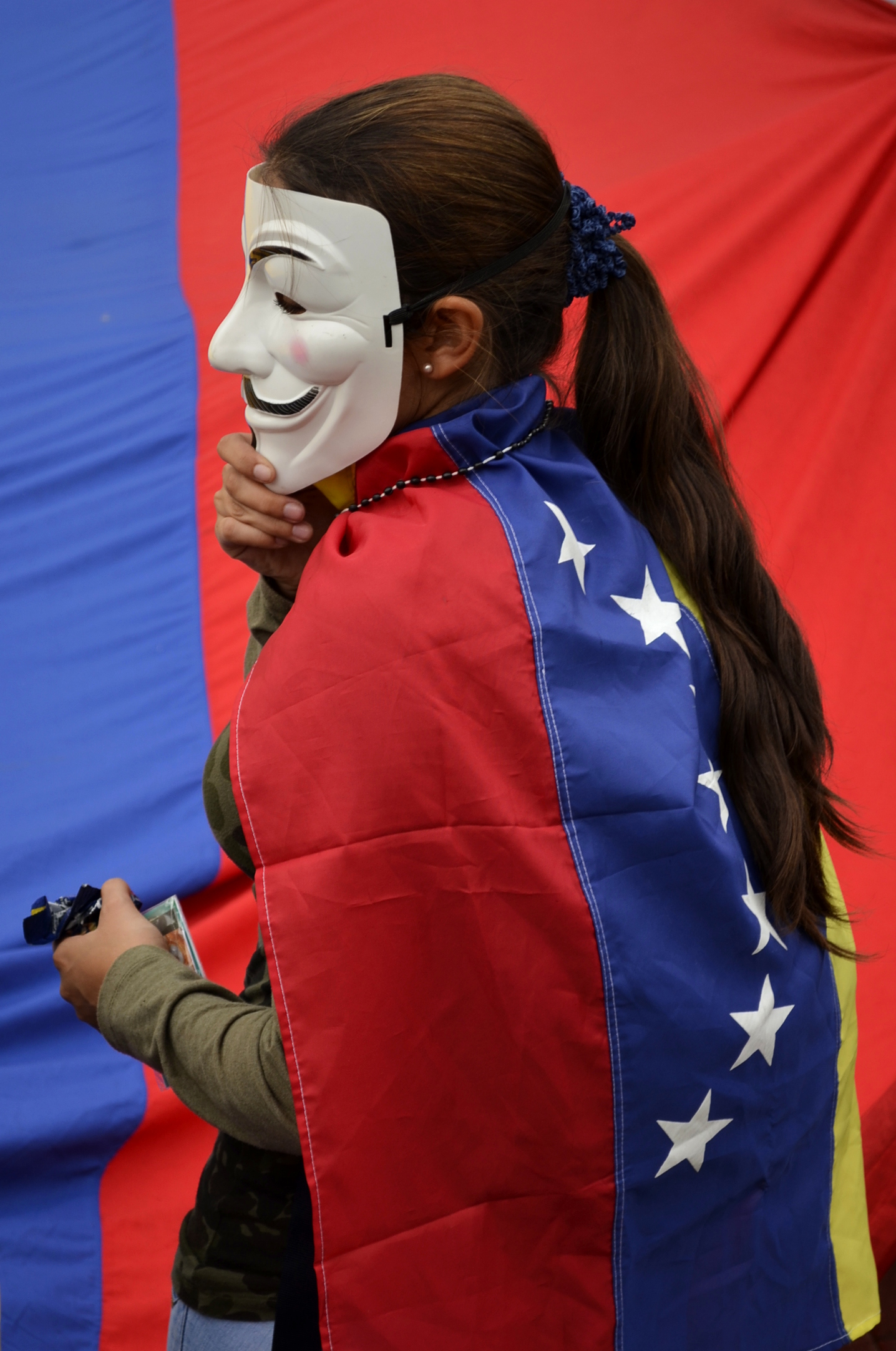 filevenezuelan protester wearing a guy fawkes maskjpg