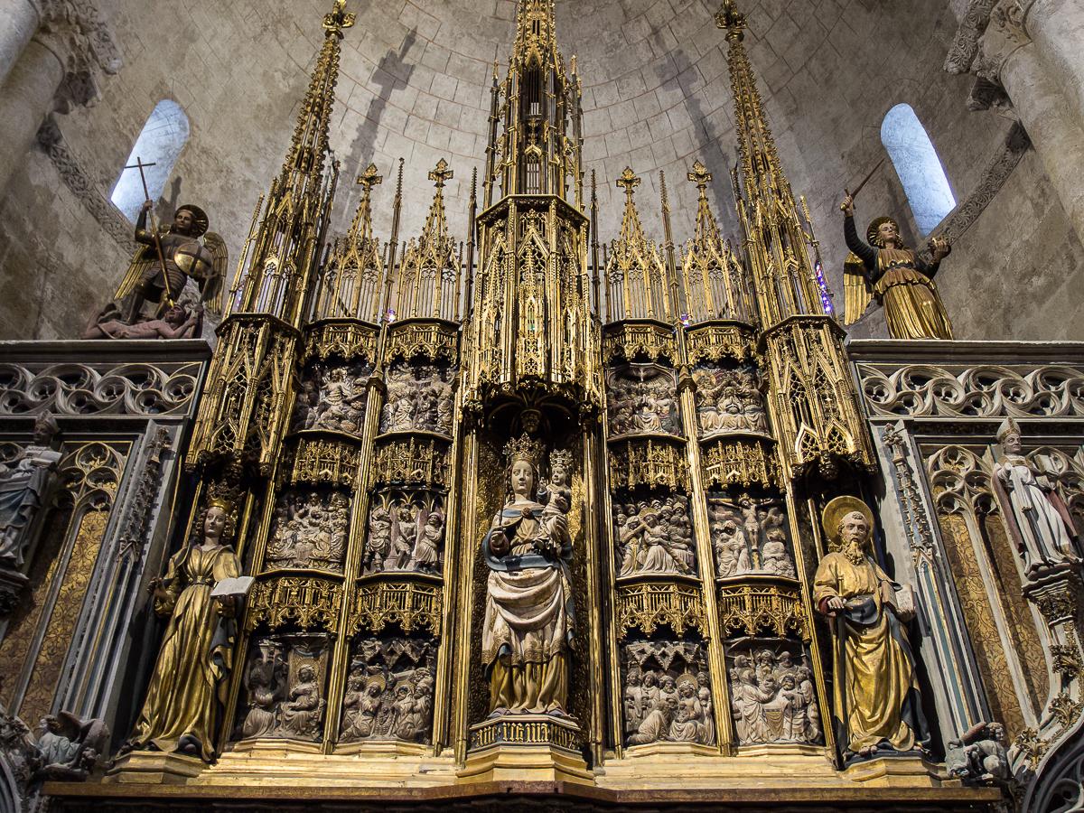 https://upload.wikimedia.org/wikipedia/commons/7/70/WLM14ES_-_Tarragona_Catedral_de_Tarragona_Interior_00035_-_.jpg