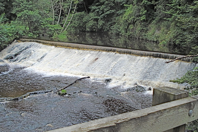 Weir on the North Esk river in Roslin Glen - geograph.org.uk - 916959
