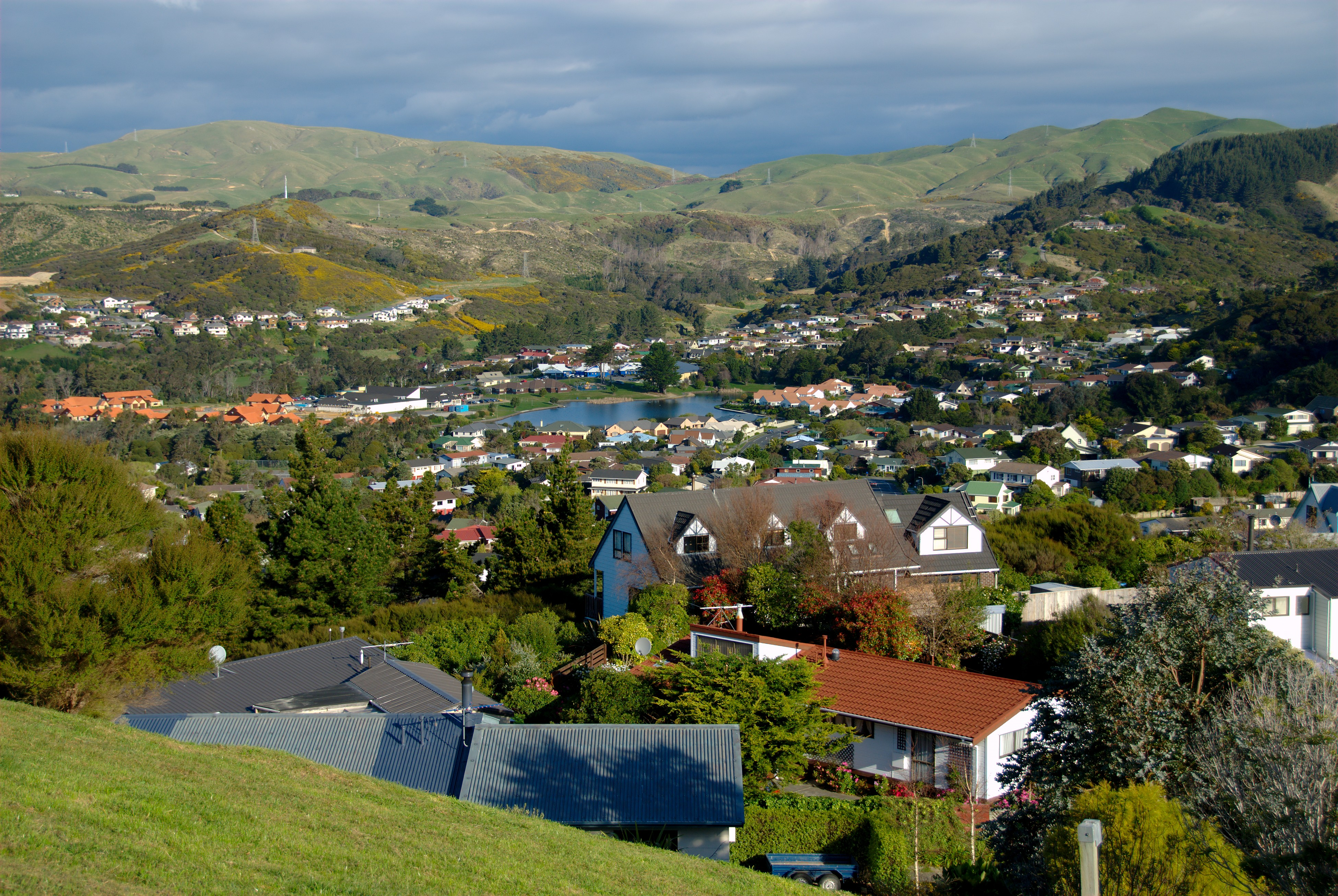 File:Whitby, New Zealand, with the lower lake.jpg - Wikipedia, the ...
