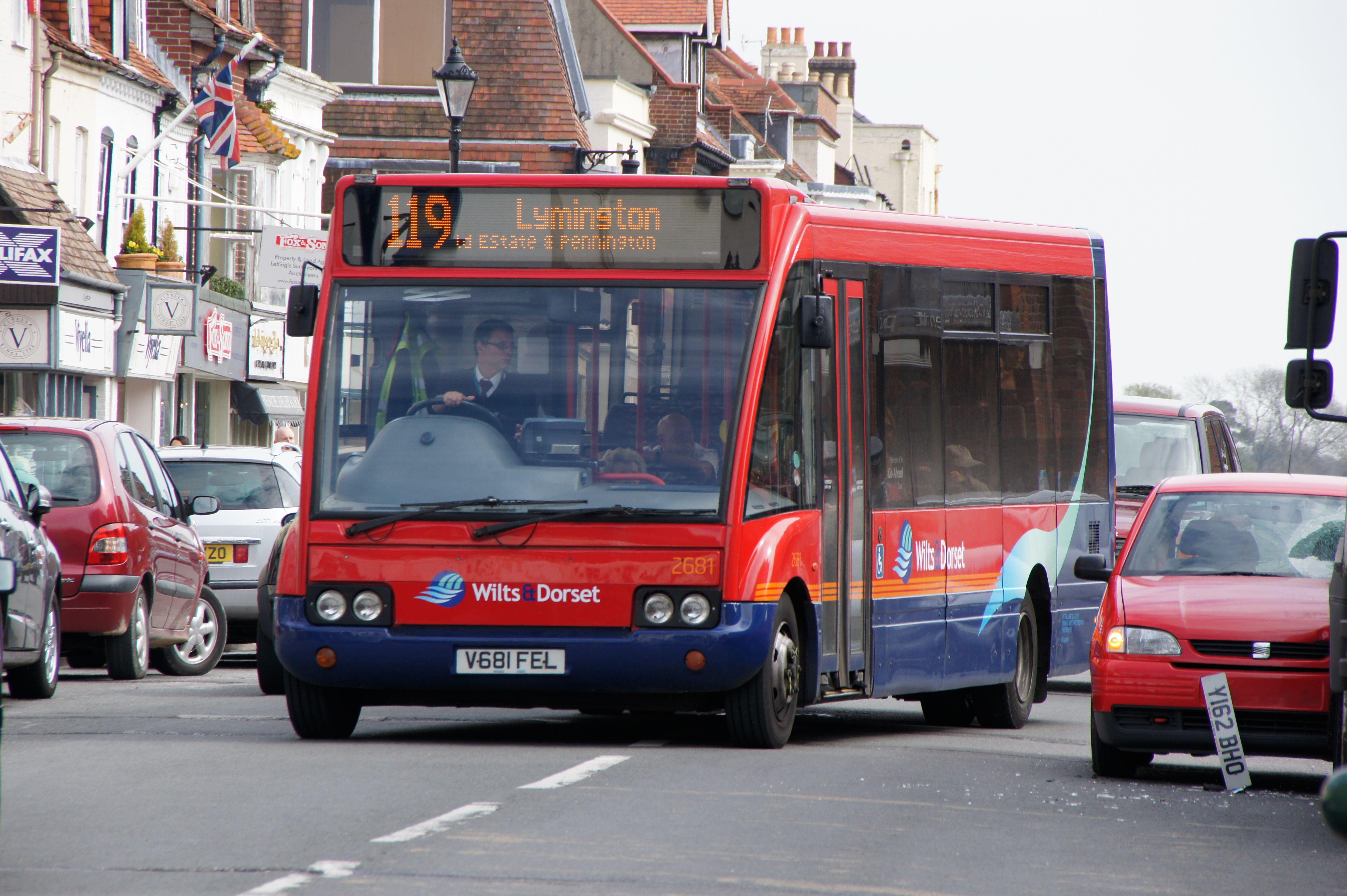 File:Wilts & Dorset bus 2681 (V681 FEL), 15 April 2011.