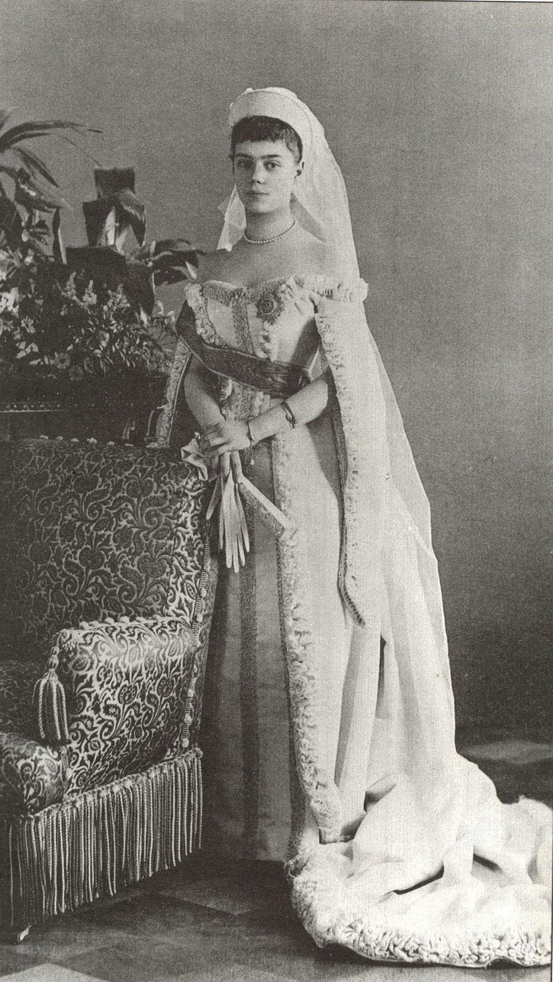https://upload.wikimedia.org/wikipedia/commons/7/70/Xenia_Alexandrovna_of_Russia.jpg