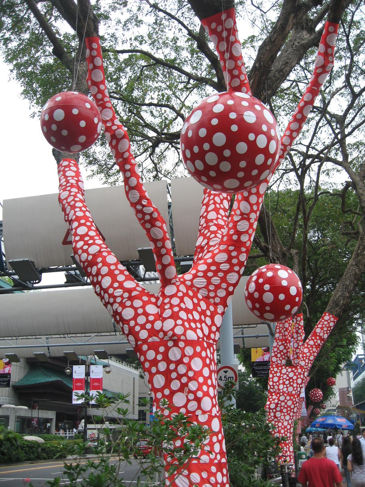 Psychédélisme Yayoi_Kusama_-_Ascension_of_Polkadots_on_the_Trees