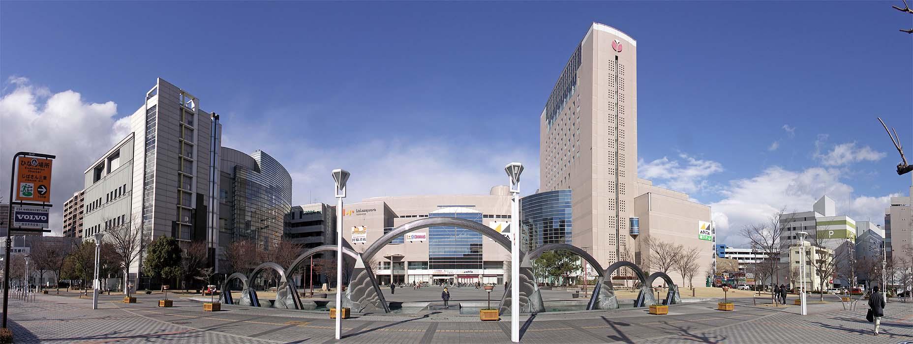 ファイル:四日市市博物館、ララスクエア、都ホテル - panoramio.jpg ...
