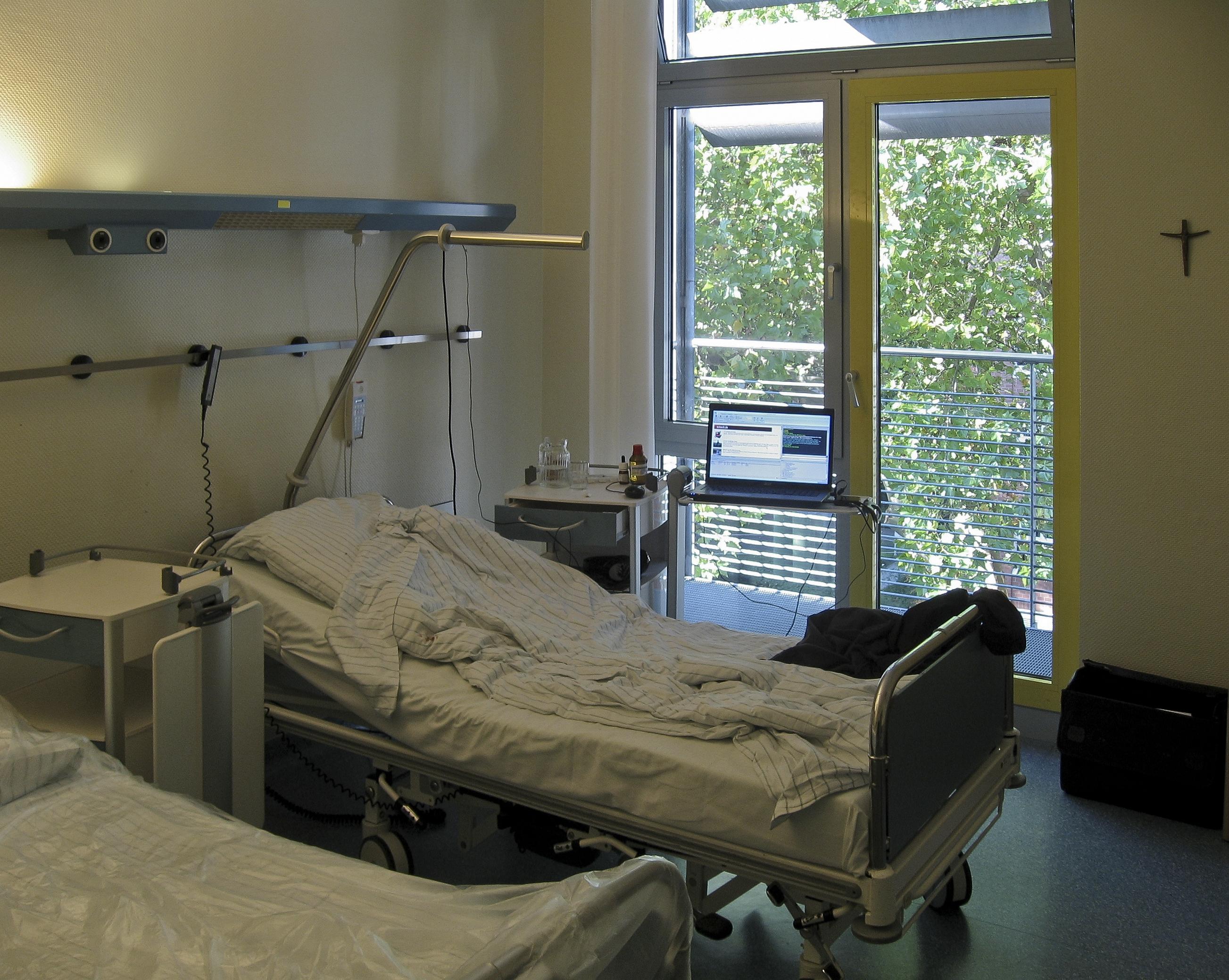 File:2-Bett-Krankenzimmer-2011-Dortmund.jpg - Wikimedia Commons