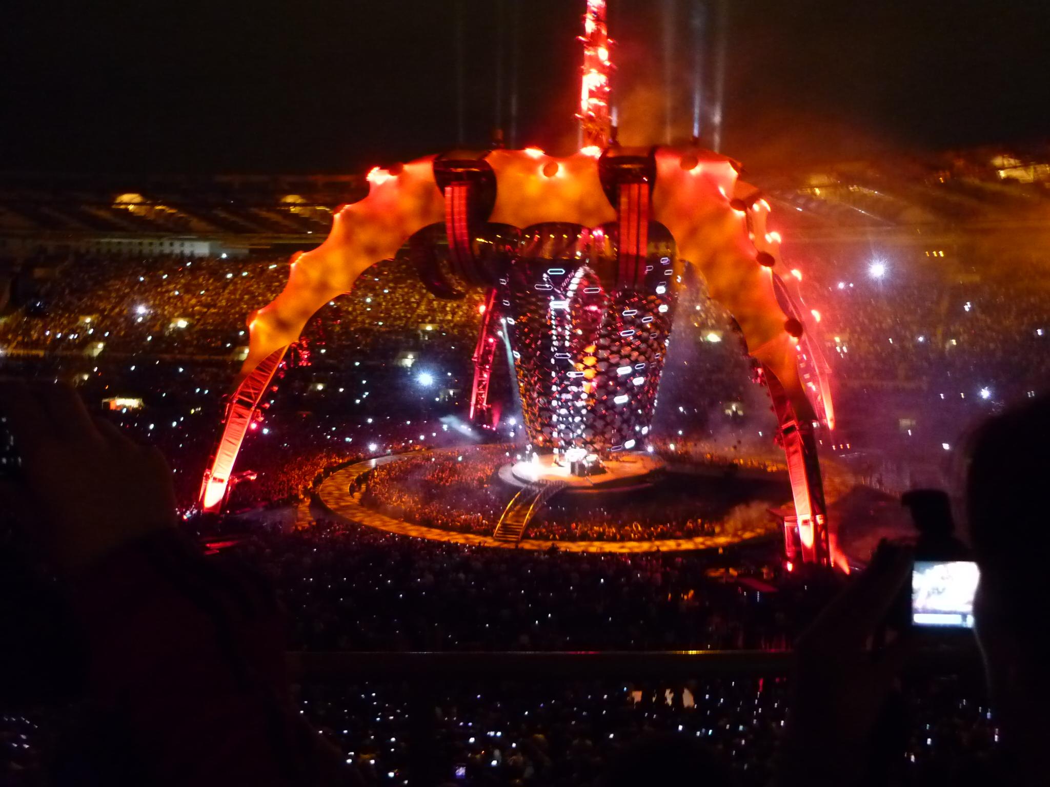 File:2010-10-08 U2 Live at Stadio Olimpico Rome 1.jpg - Wikimedia ...