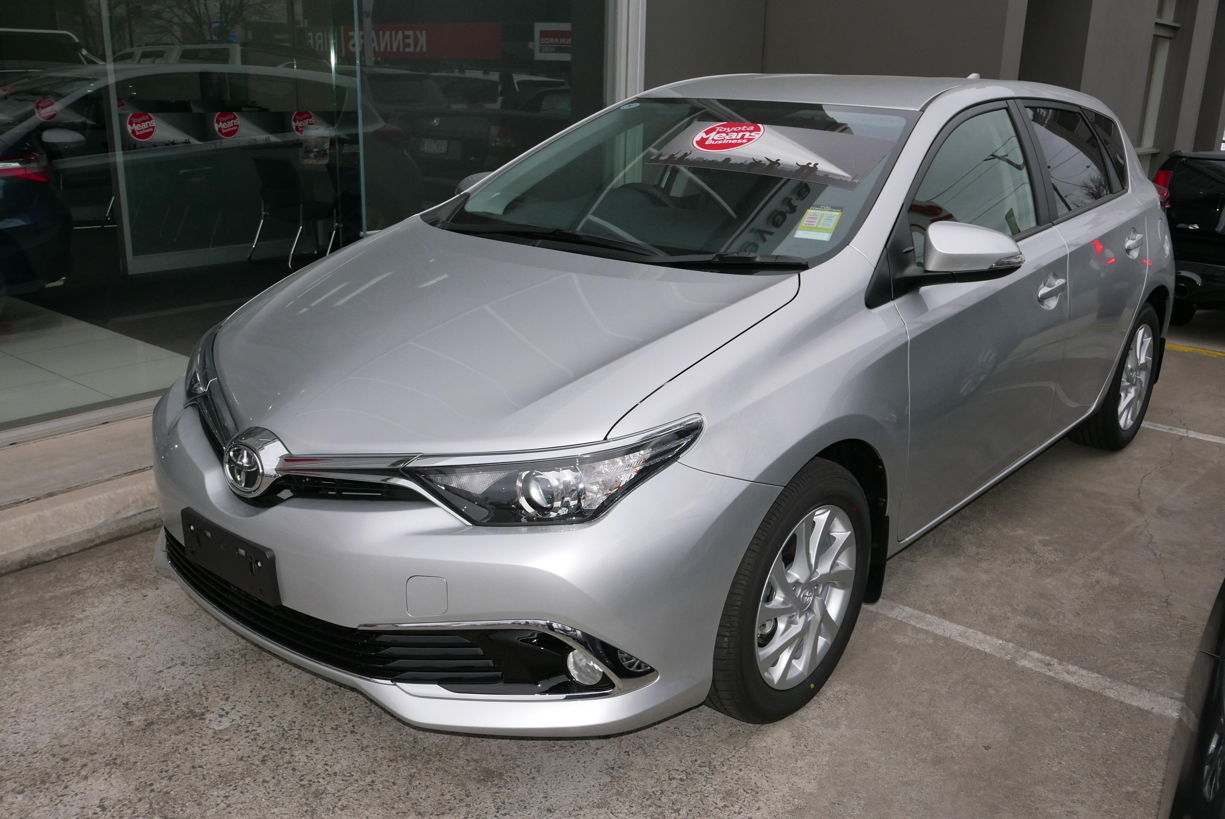 File:2015 Toyota Corolla