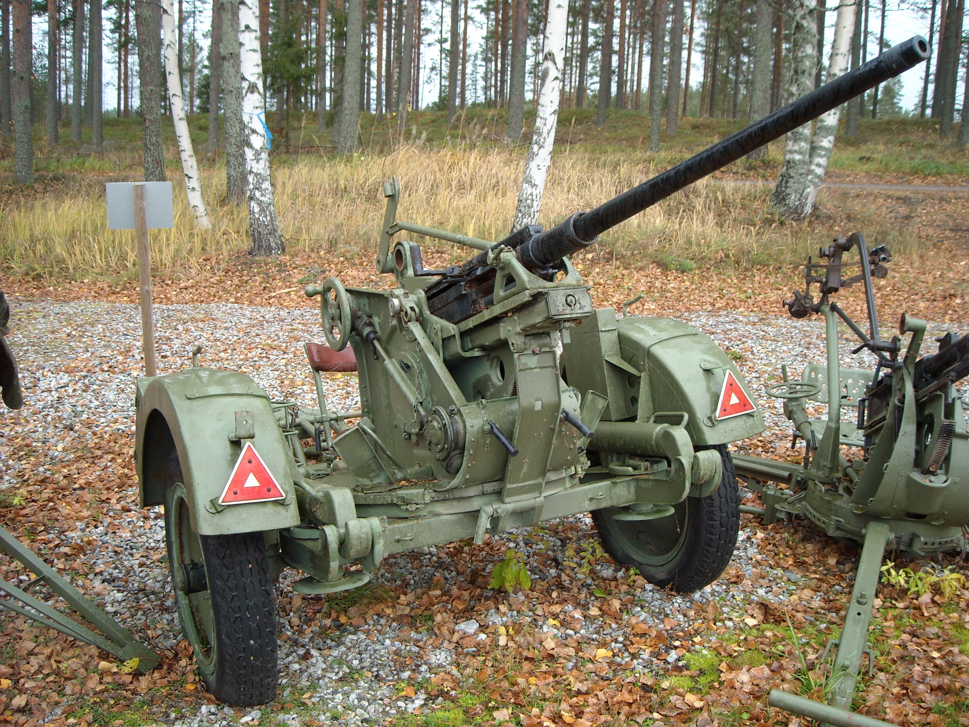 file 20mm anti aircraft cannon bsw jpg wikimedia commons. Black Bedroom Furniture Sets. Home Design Ideas