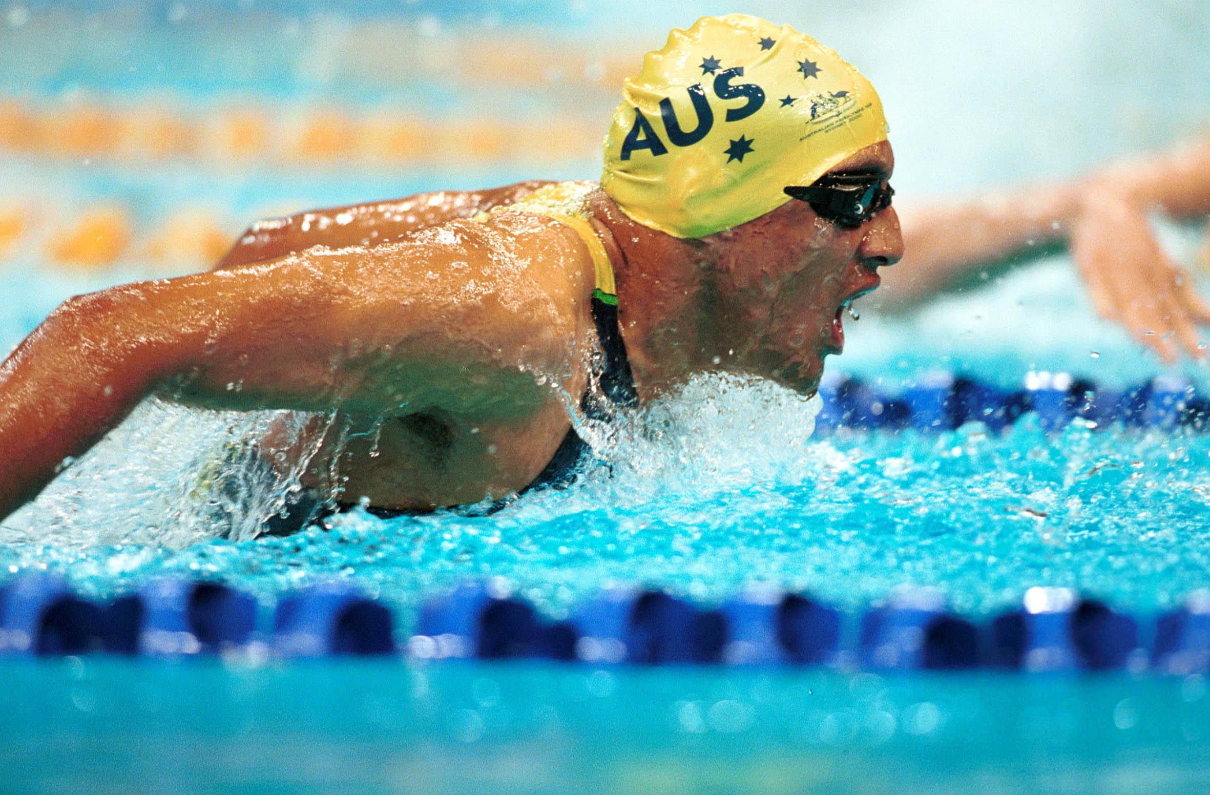 File 221000 swimming daniel bell action 3b 2000 for Swimmingpool aus plastik