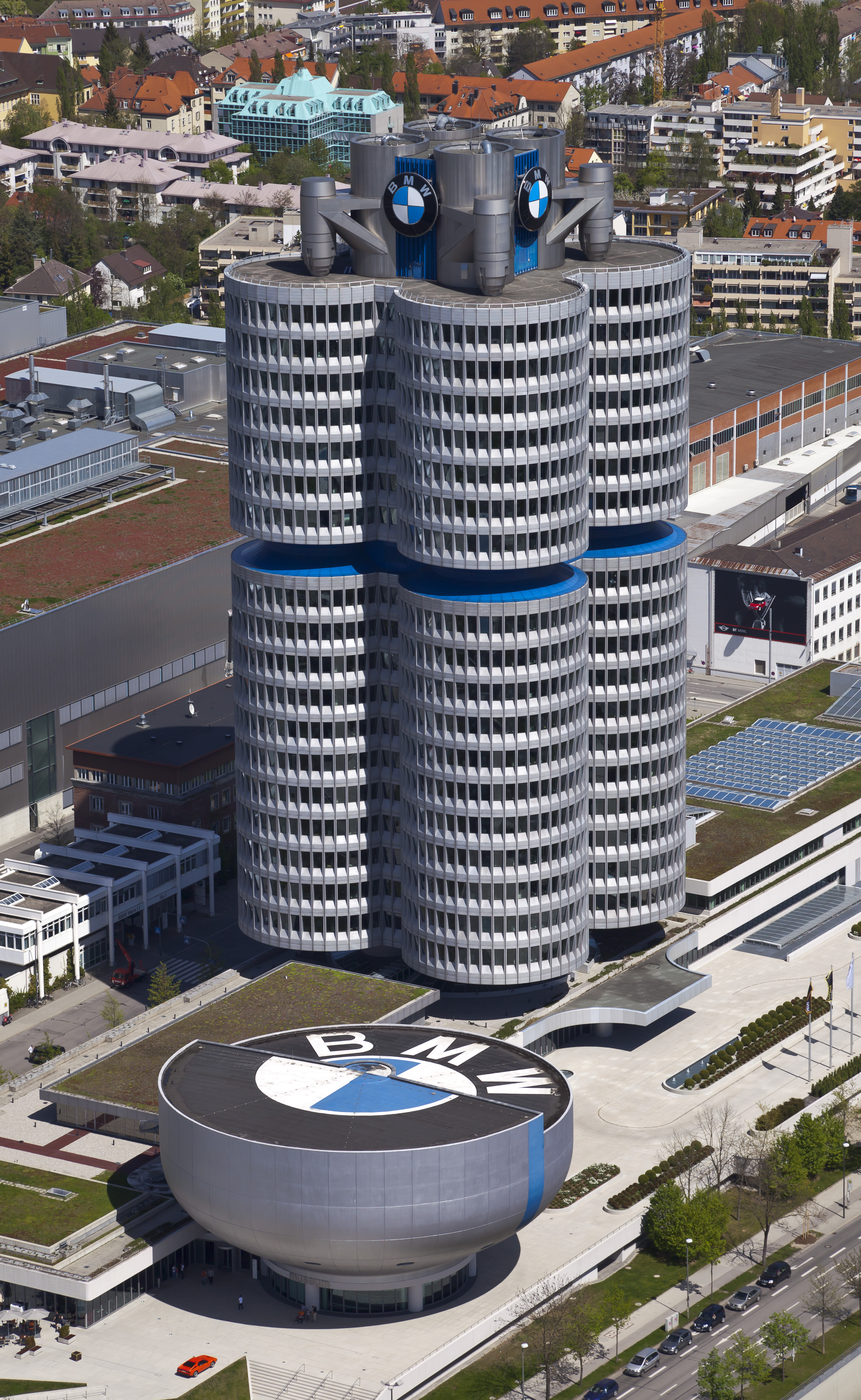 file4 cilindros y museo bmw mnich alemania 2012 04 28 bmw office paintersjpg