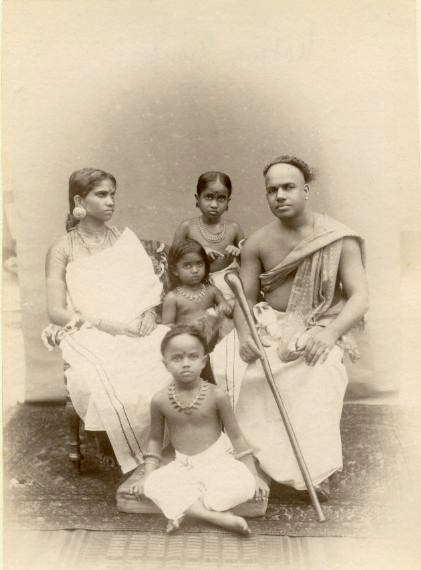 https://upload.wikimedia.org/wikipedia/commons/7/71/Albumen_photograph_of_an_Indian_family_with_children_in_the_1870s.jpg