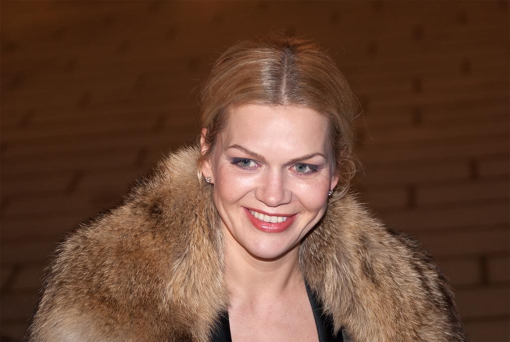 File:Anna Loos Berlinale 2009.jpg