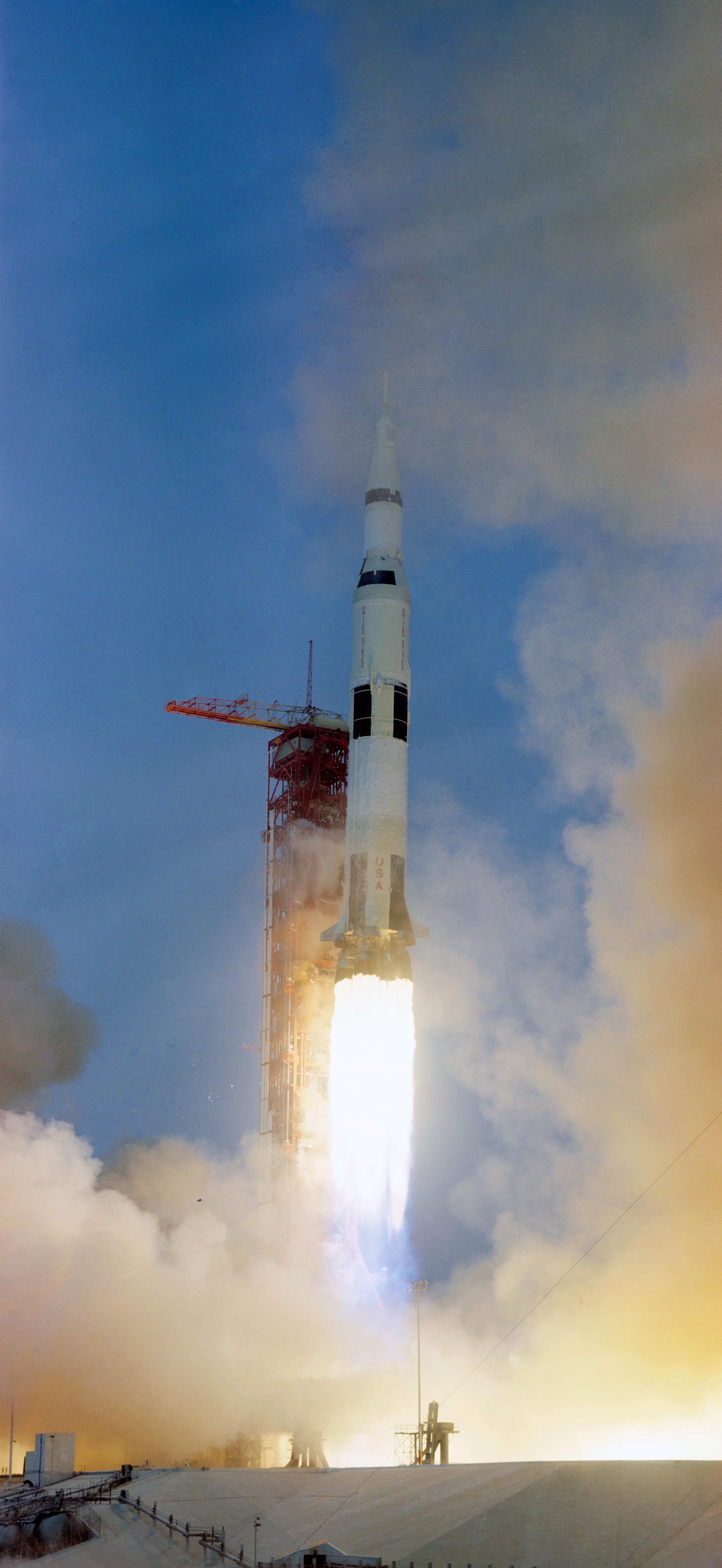 File:Apollo13 launch.jpg